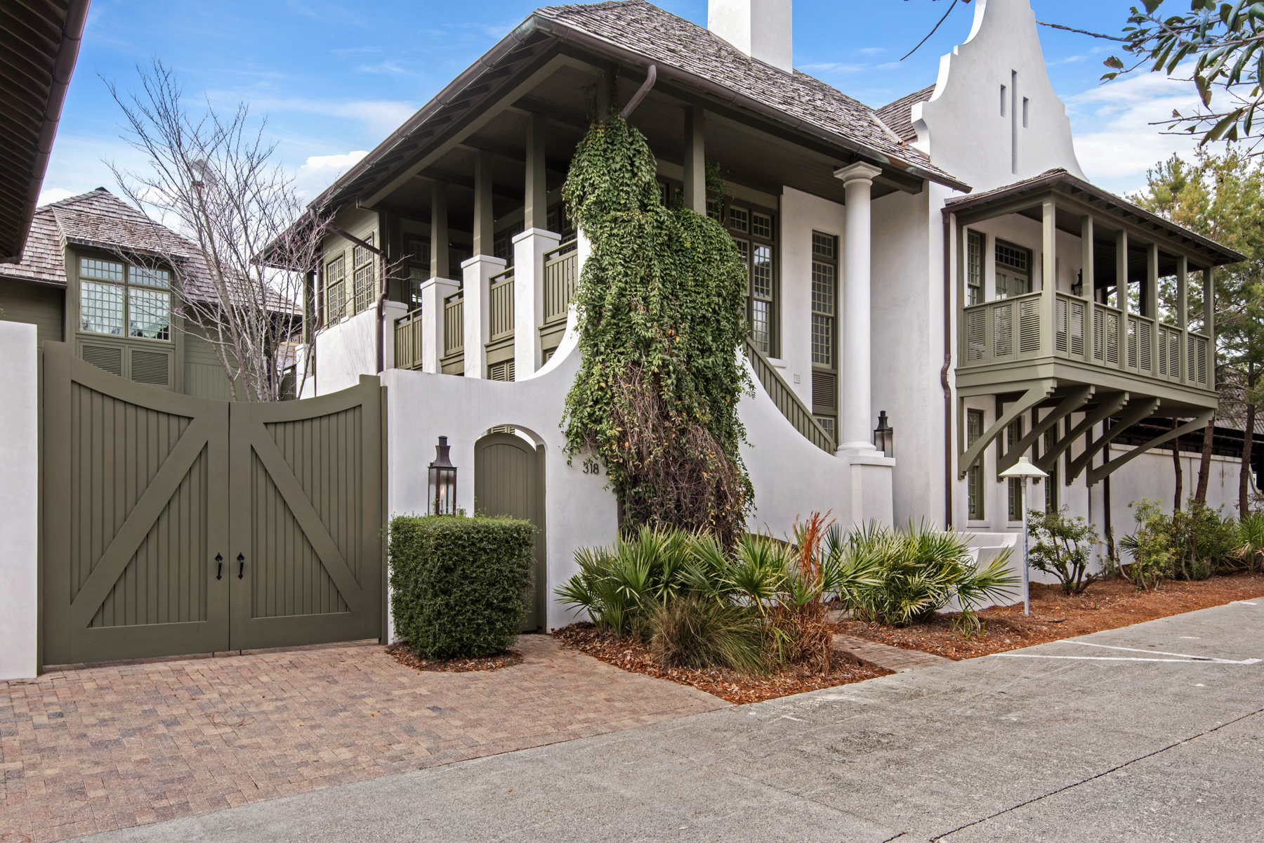 一戸建て のために 売買 アット ARCHITECTURAL STYLE AND ITALIAN FINISHES DEFINE THIS CLASSY BEACH HOUSE 318 West Water Street Rosemary Beach, フロリダ, 32461 アメリカ合衆国
