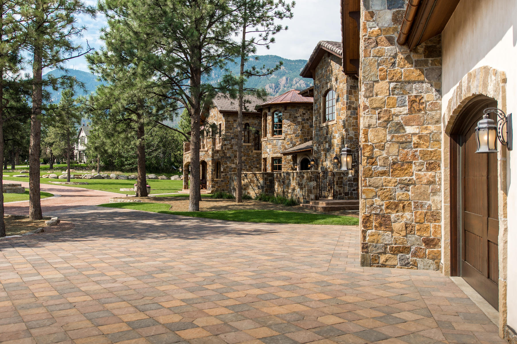 Additional photo for property listing at The most spectacular home in Colorado Springs! 22 Crossland Rd Colorado Springs, Colorado 80906 United States