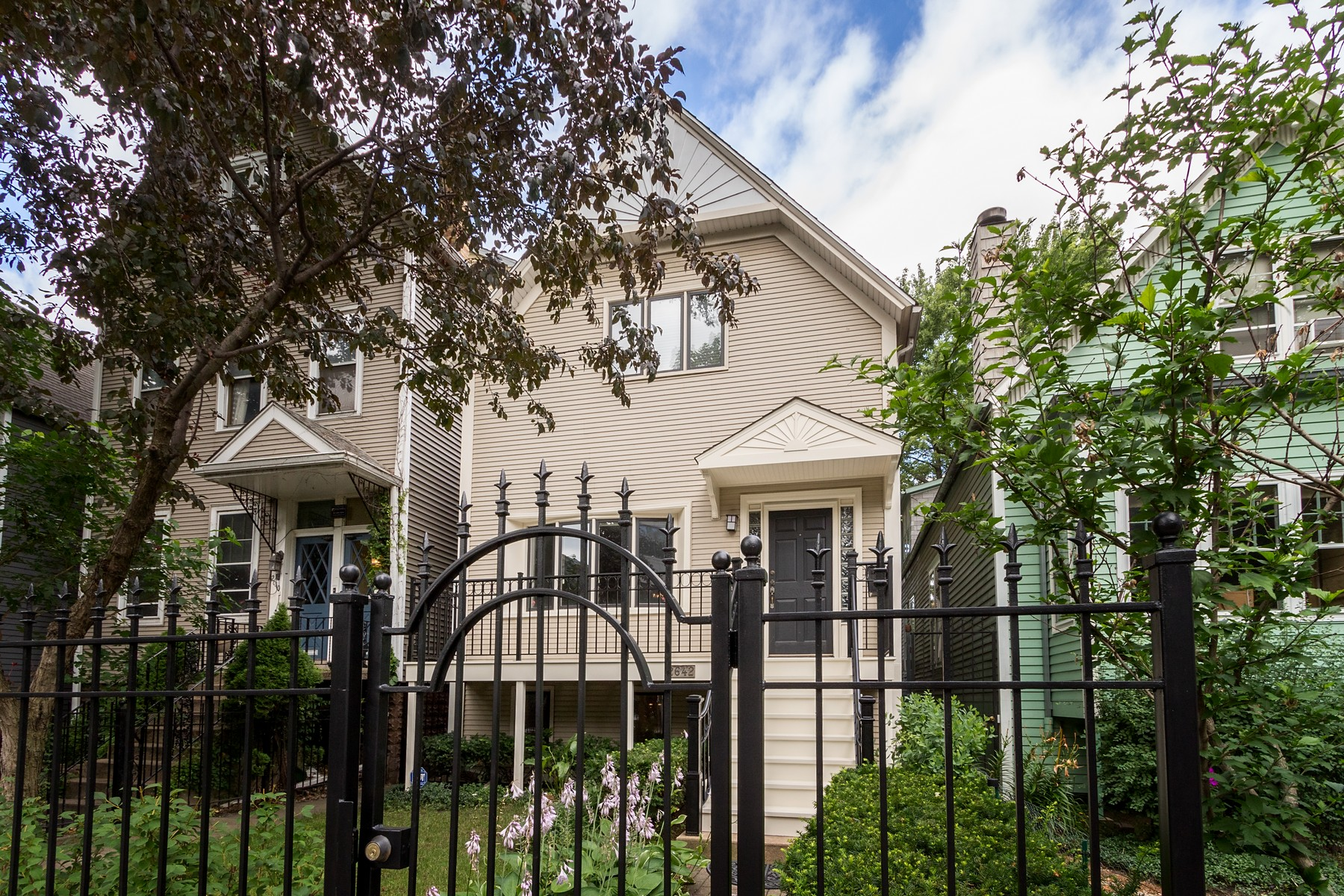 Single Family Home for Sale at Luxury Modern Home in Lincoln Park 2642 N Burling Street Chicago, Illinois 60614 United States