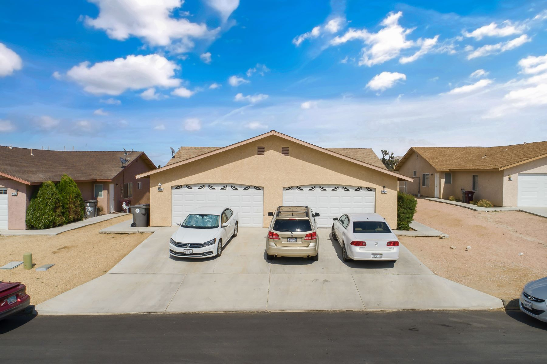 Duplex Homes por un Venta en 7259 Murray Lane 7259 Murray Ln Yucca Valley, California 92284 Estados Unidos