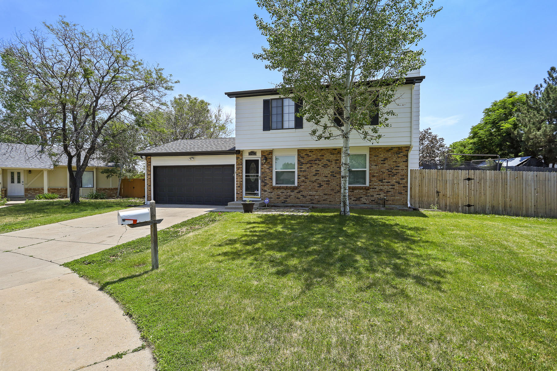 Single Family Homes для того Продажа на Completely REMODELED, BEAUTIFUL 2 story in Summer Valley 17122 E Kenyon Place, Aurora, Колорадо 80013 Соединенные Штаты