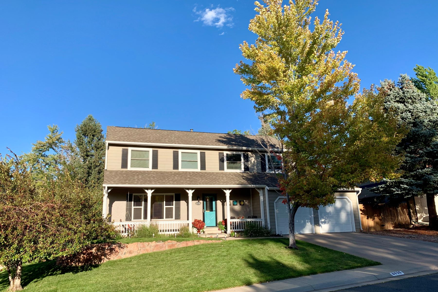 Single Family Homes のために 売買 アット Gorgeous two-story; turn-key and located in a great neighborhood 6930 South Eudora Street Centennial, コロラド 80122 アメリカ