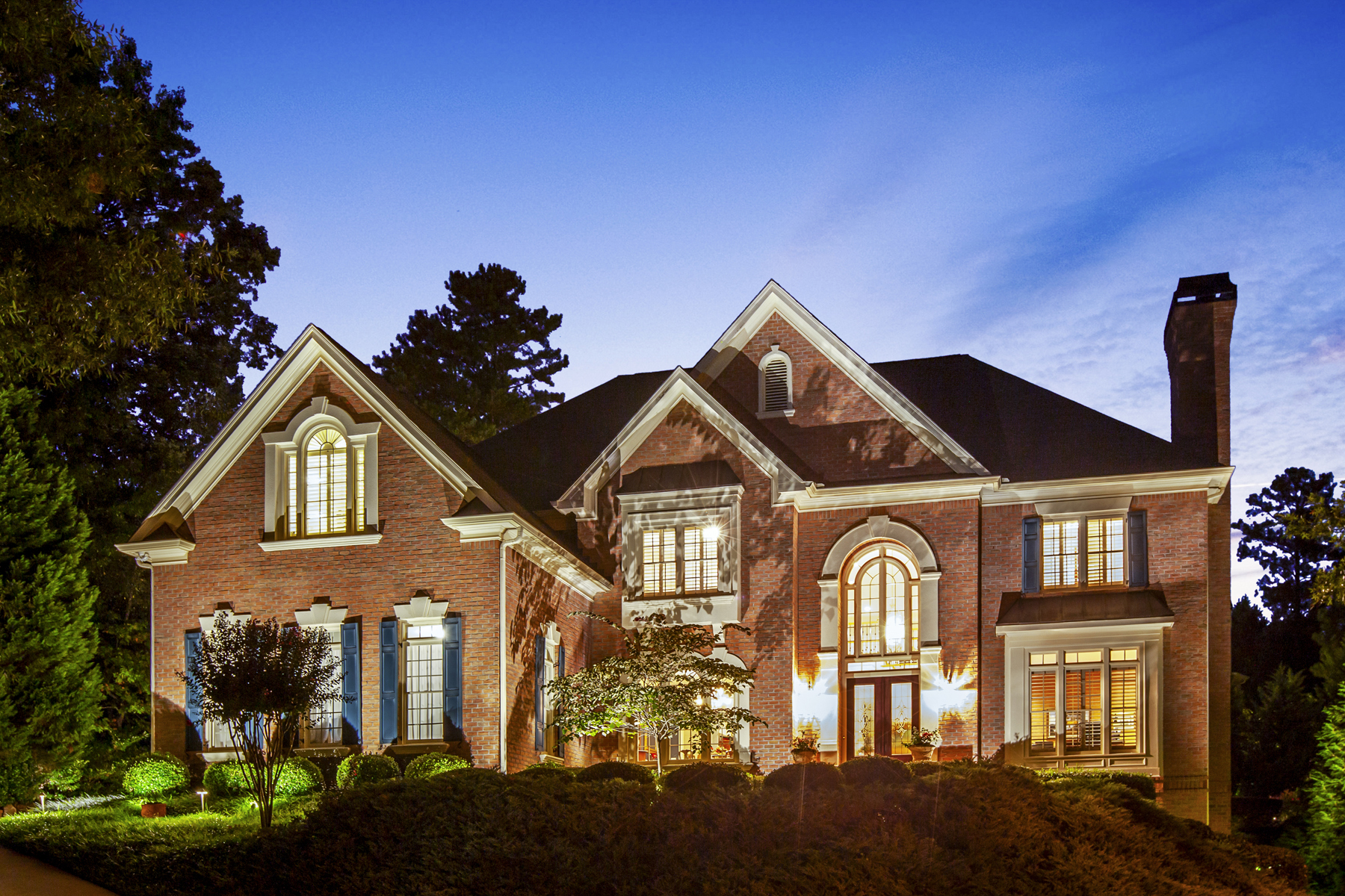 Single Family Homes のために 売買 アット Stunning Home With Resort Pool Gardens And Updated Kitchen 1025 Cherbury Lane, Johns Creek, ジョージア 30022 アメリカ