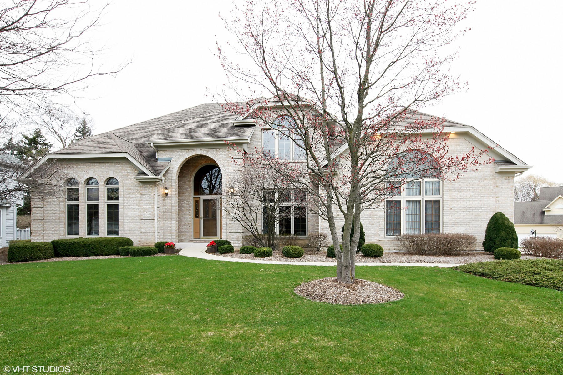 Частный односемейный дом для того Продажа на 2163 Canterbury 2163 Canterbury Lane Lisle, Иллинойс, 60532 Соединенные Штаты