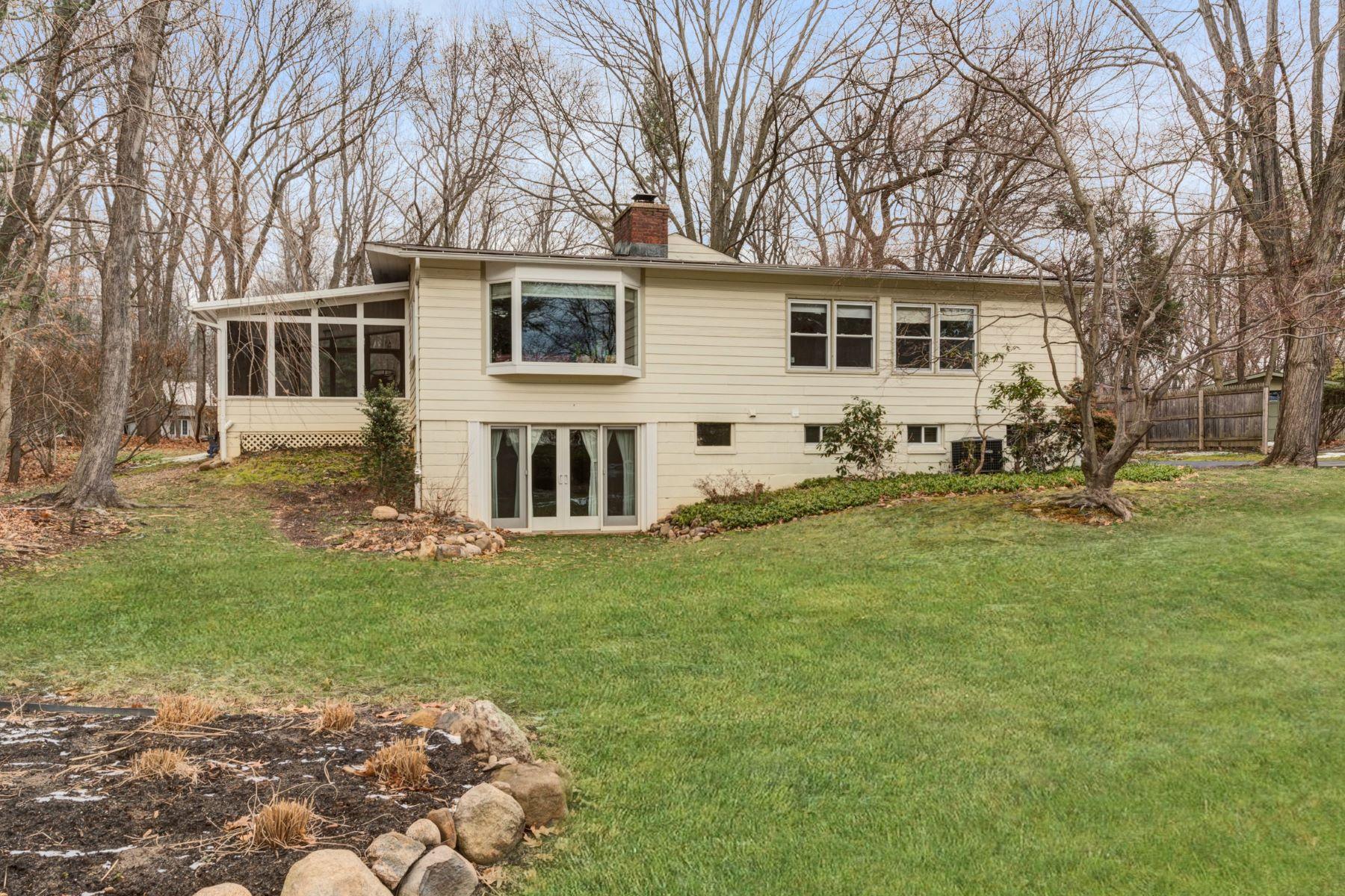 Частный односемейный дом для того Продажа на Mid-Century Modern Home 35 Hickory Hill Road Tappan, Нью-Йорк 10983 Соединенные Штаты