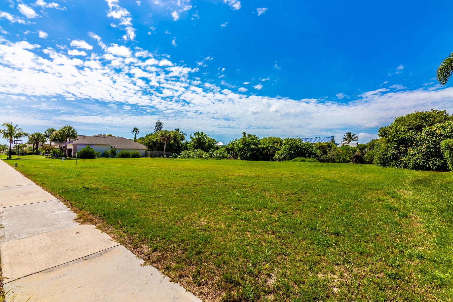 Additional photo for property listing at Riverside Landing of South Brevard 317 Island Drive Melbourne Beach, Florida 32951 United States