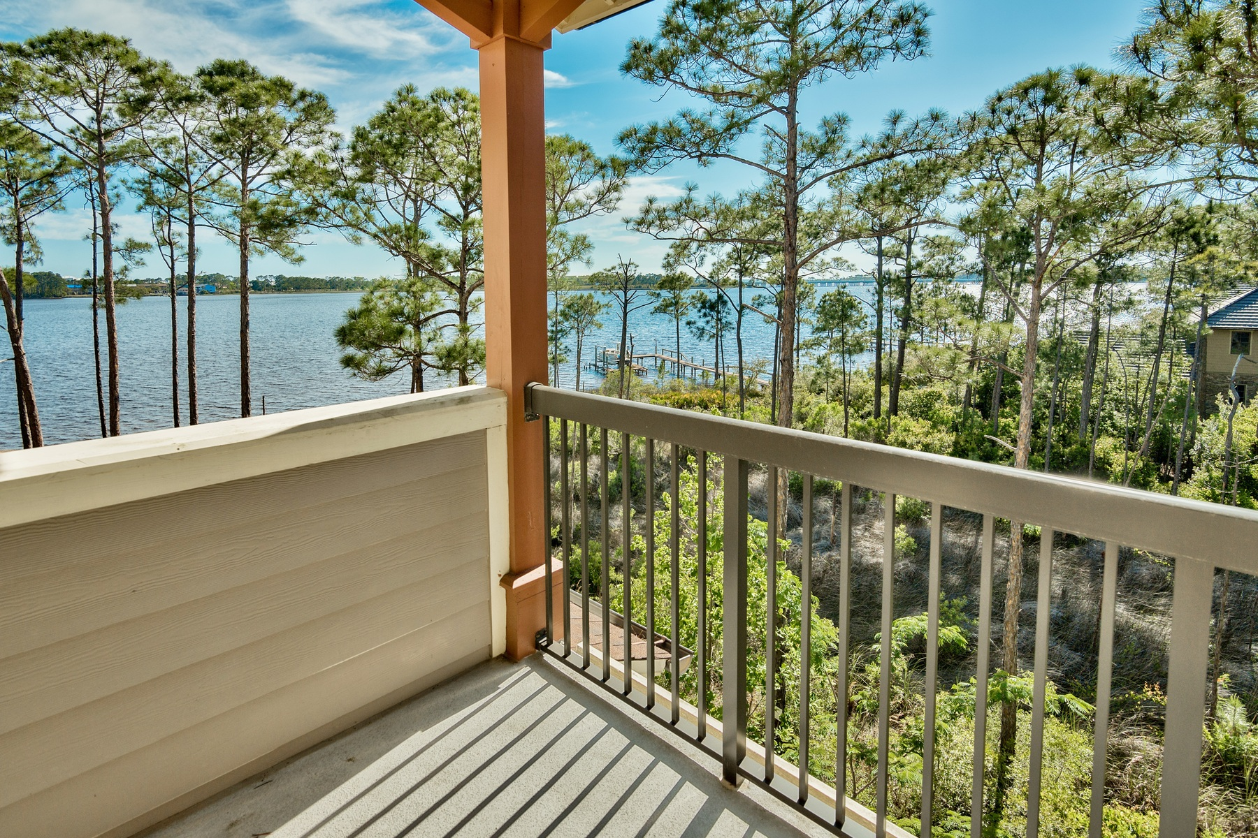 Condominio por un Venta en BREATHTAKING LAKEFRONT VIEWS WITH TOP AMENITIES 1101 Sawgrass Court 303 Wild Heron, Panama City Beach, Florida, 32413 Estados Unidos