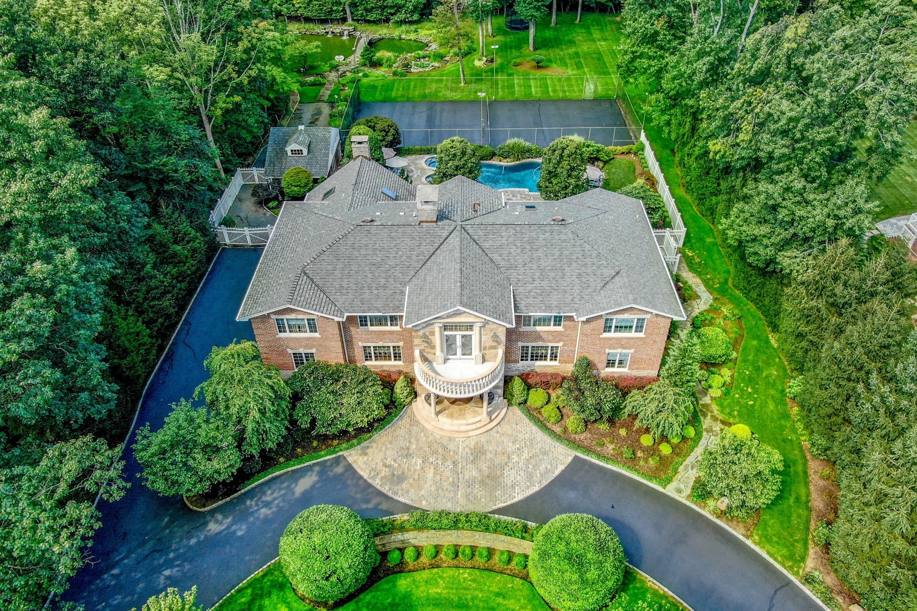 Single Family Homes for Sale at World Class Luxury Estate 116 Oak Dr. Upper Saddle River, New Jersey 07458 United States