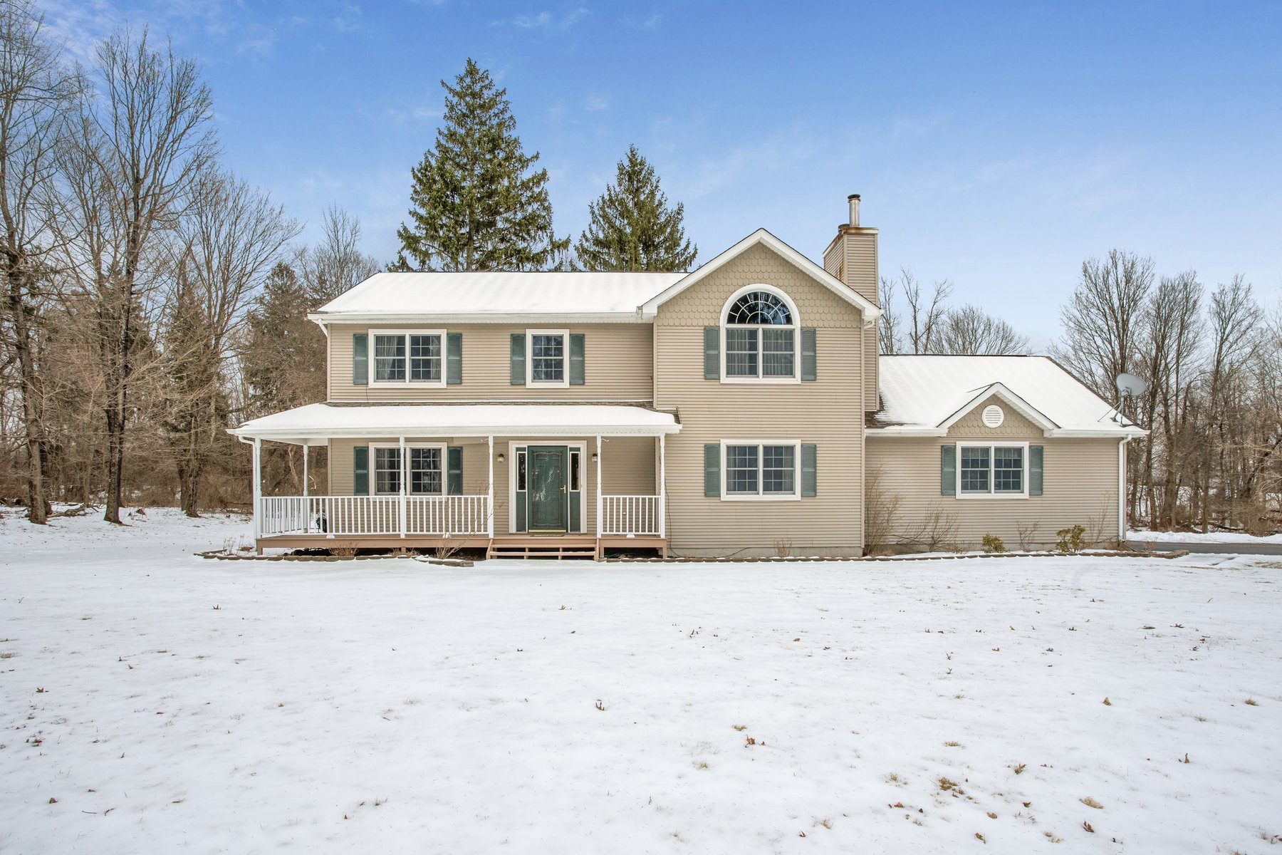 Single Family Homes vì Bán tại Colonial on Private 5.4 Acres 169 Rick Way, Chester, New York 10918 Hoa Kỳ