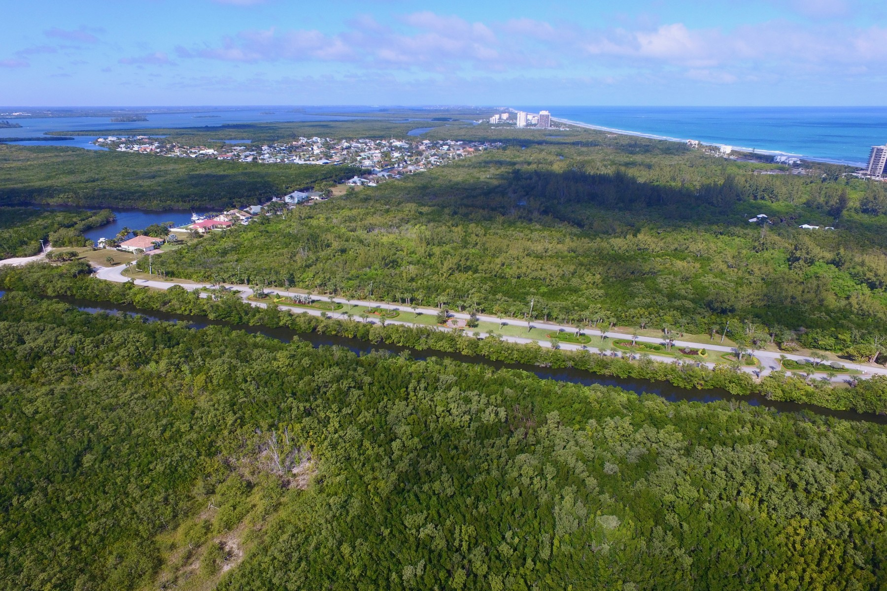 Additional photo for property listing at Be the captain of your own waterfront homesite & build your dream home! 126 Queen Catherina Court Hutchinson Island, Florida 34949 United States