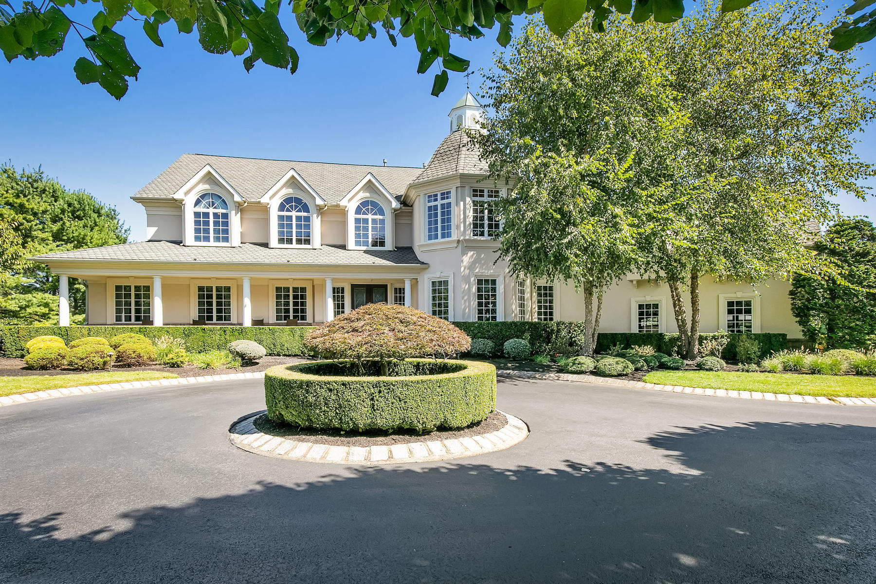 Single Family Homes pour l Vente à Stunning Custom Estate 8 Country Club Lane, Colts Neck, New Jersey 07722 États-Unis