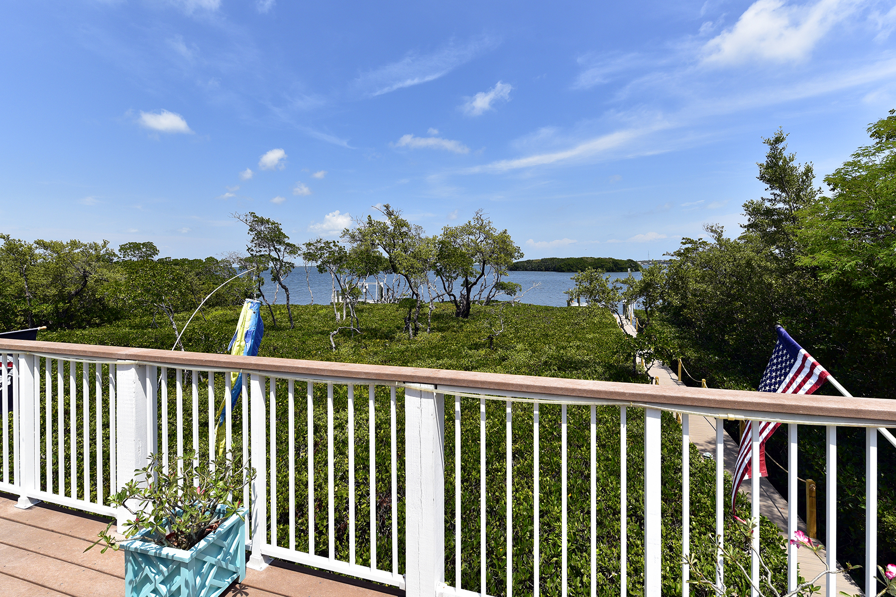 Additional photo for property listing at Exclusive Bayfront Home 45 Mutiny Place Key Largo, Florida 33037 Usa