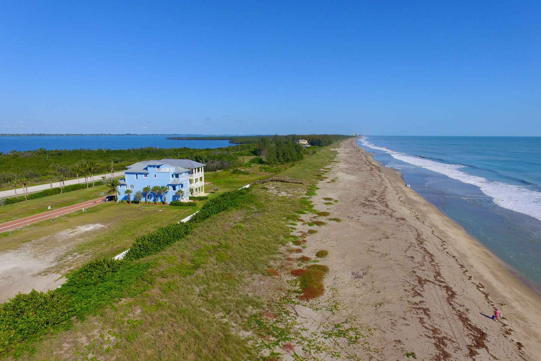 Additional photo for property listing at Beautiful Gated Oceanfront Subdivision with Quaint Paver Streets 4820 Watersong Way Hutchinson Island, Florida 34949 United States