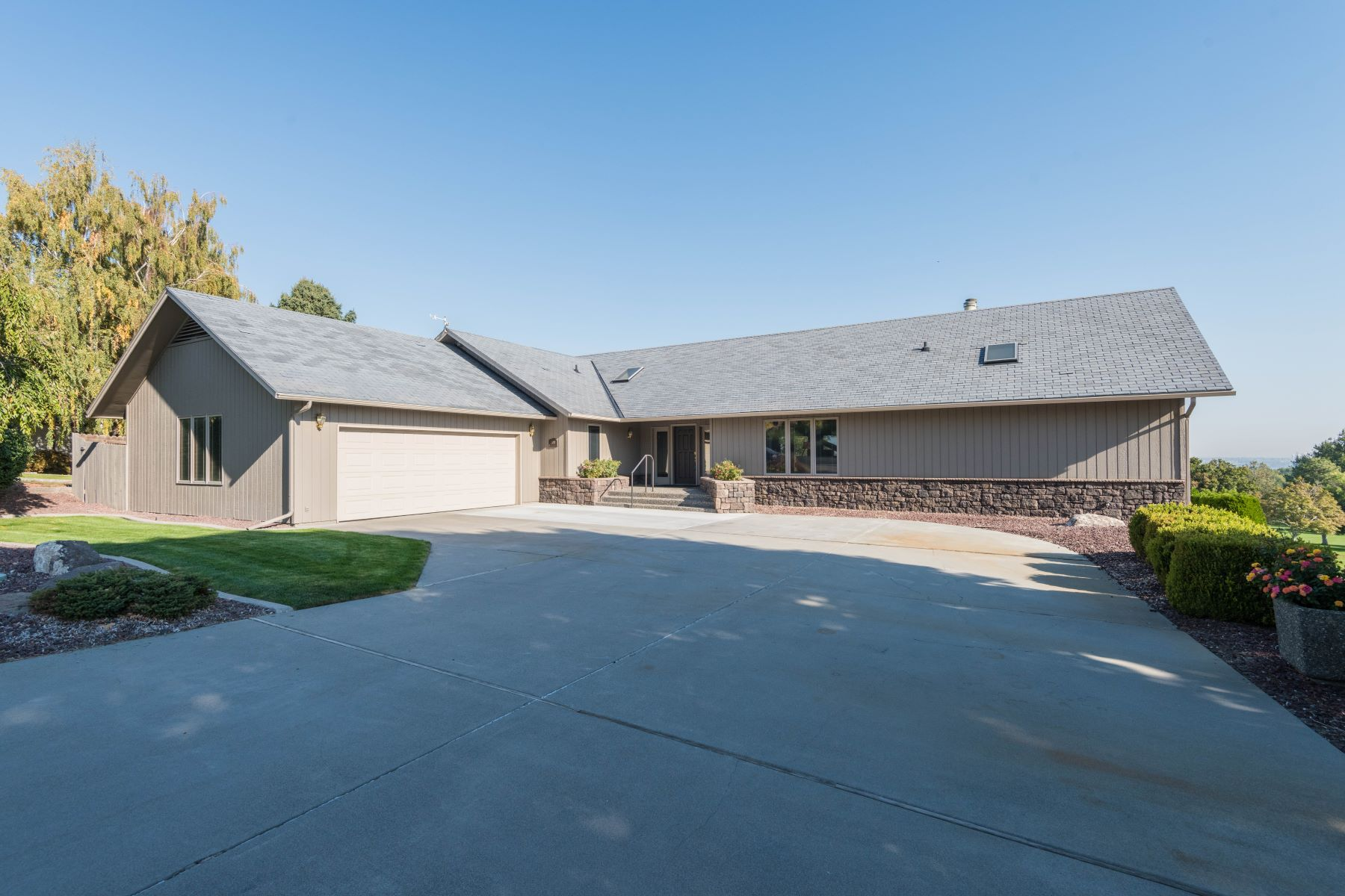 Single Family Home for Sale at Golf Course Frontage and View 200 Hillview Drive Richland, Washington 99352 United States