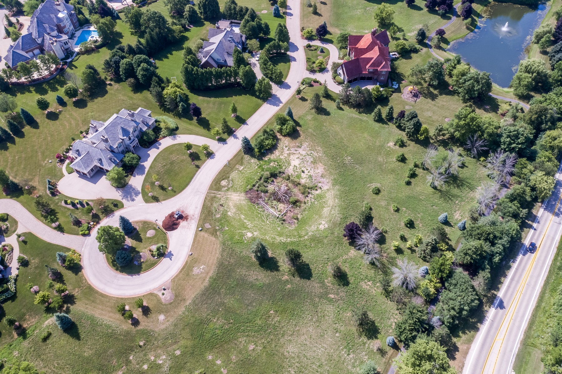 Land for Active at Motivated seller on this beautiful 1.3 acre lot 18 Brooke Lane Lot 32 South Barrington, Illinois 60010 United States