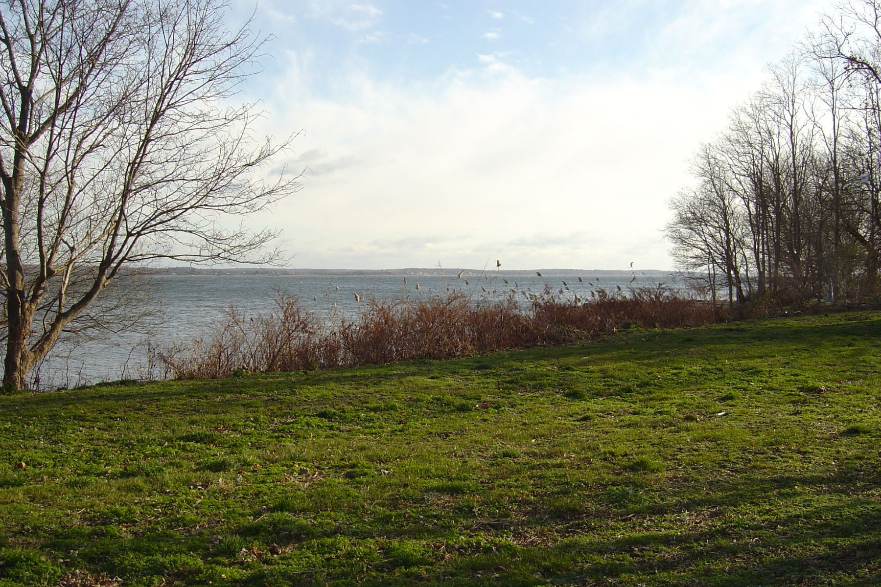 Additional photo for property listing at Sakonnet Waterfront 1 East Corys Lane Portsmouth, Rhode Island 02871 United States