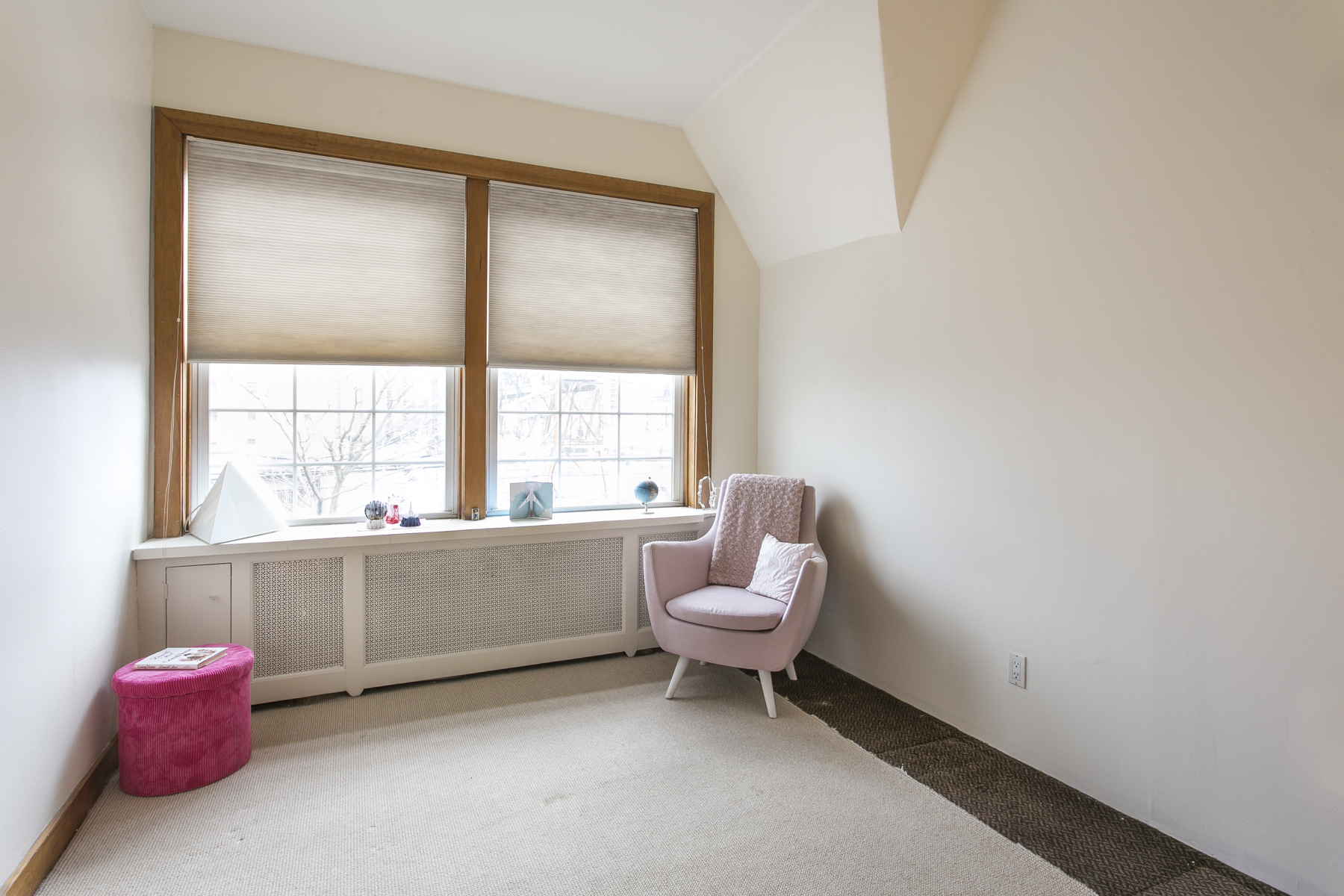 "Additional photo for property listing at ""MANHATTAN STYLE LOFT WITH SUNSET VIEWS"" 6 Burns Street, Forest Hills Gardens Forest Hills, New York 11375 United States"