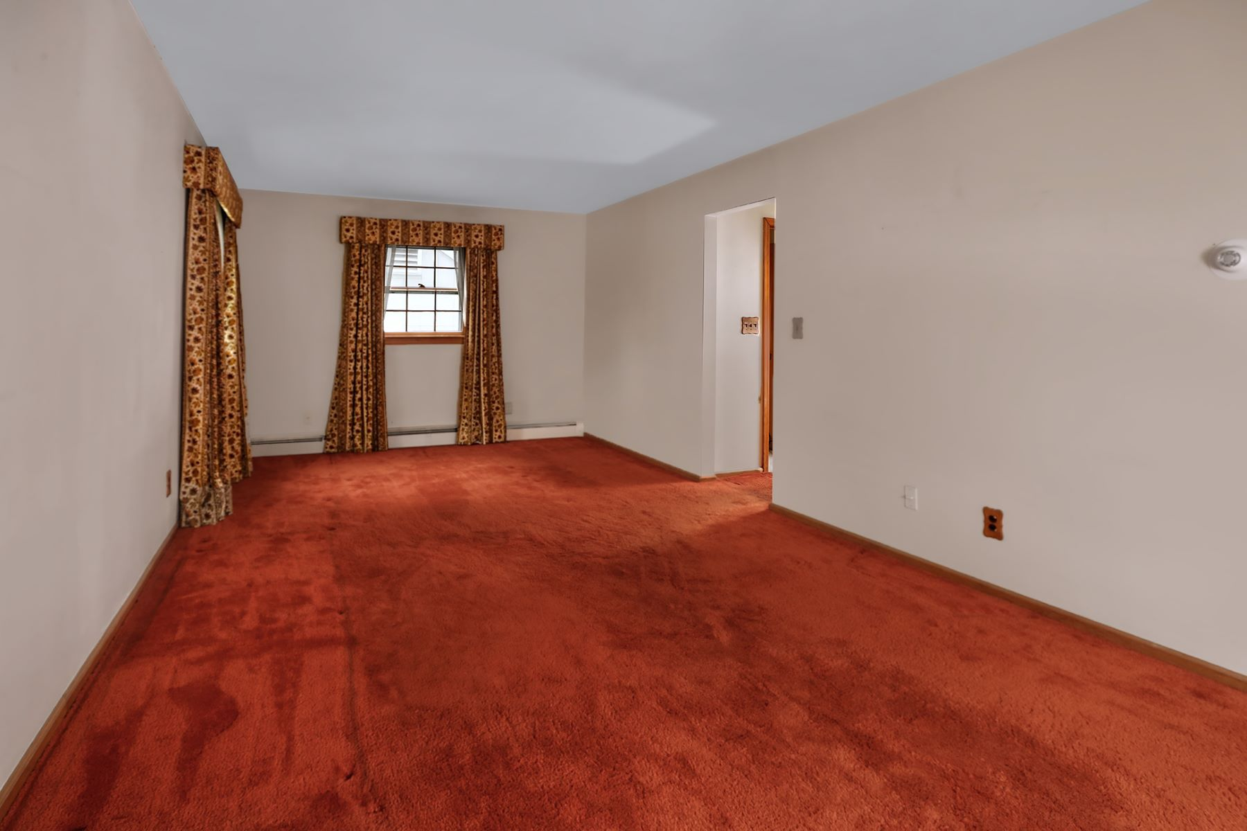 Additional photo for property listing at Right in Princeton and Ready for Sprucing 223 Terhune Road, Princeton, New Jersey 08540 United States