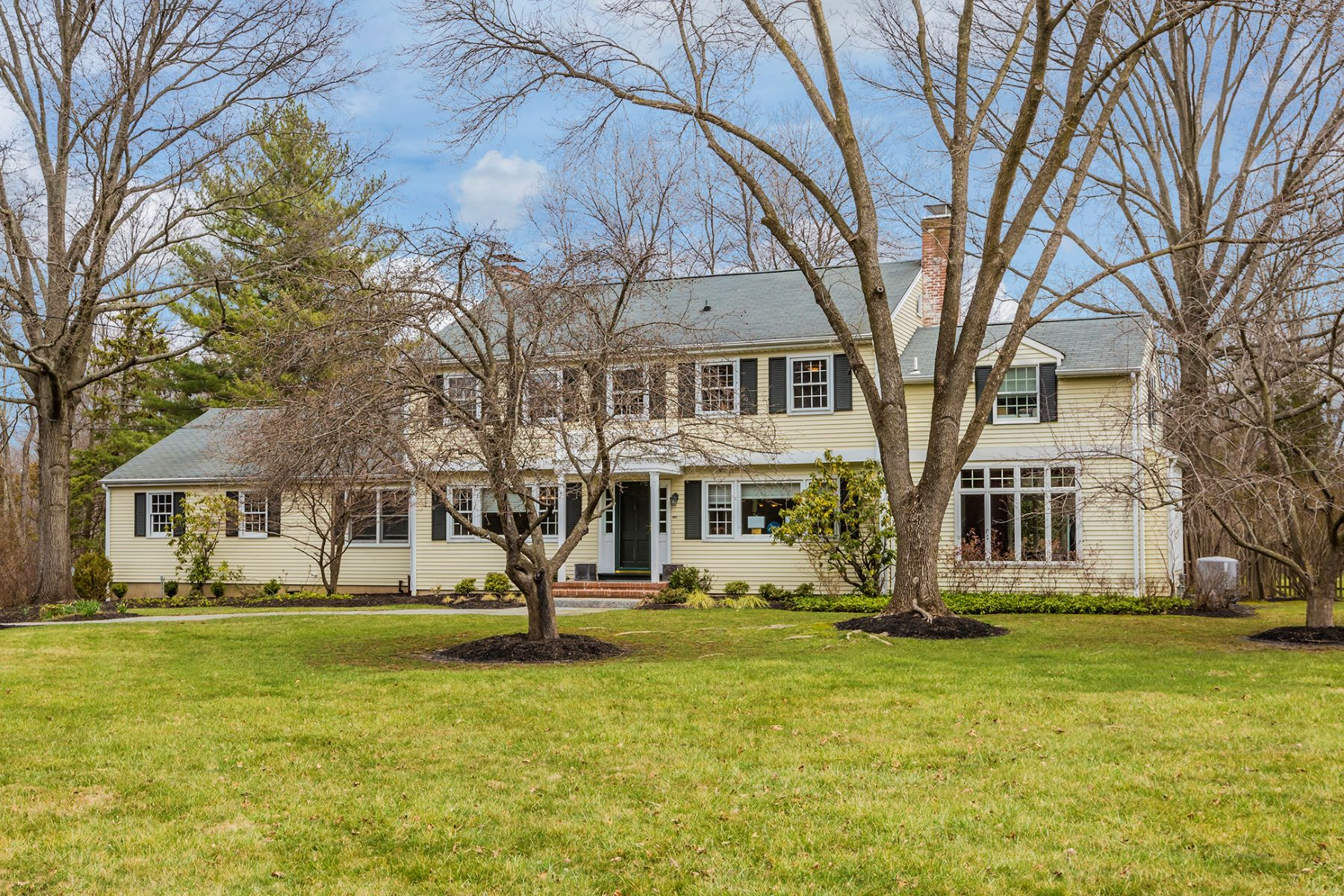 Villa per Vendita alle ore Modern Character and Classic Colonial Lines - Hopewell Township 32 Nelson Ridge Road Princeton, New Jersey, 08540 Stati Uniti