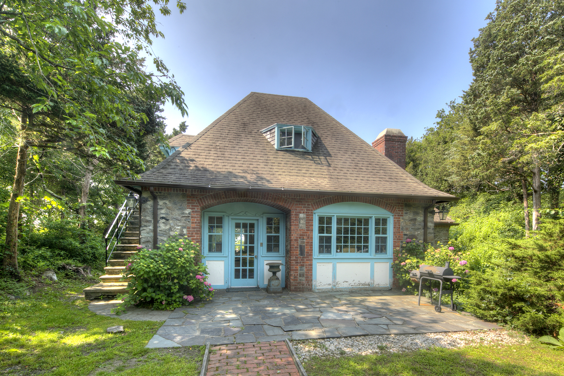 Additional photo for property listing at Historic Stone Cottage 216 Highland Drive Jamestown, Rhode Island 02835 Estados Unidos