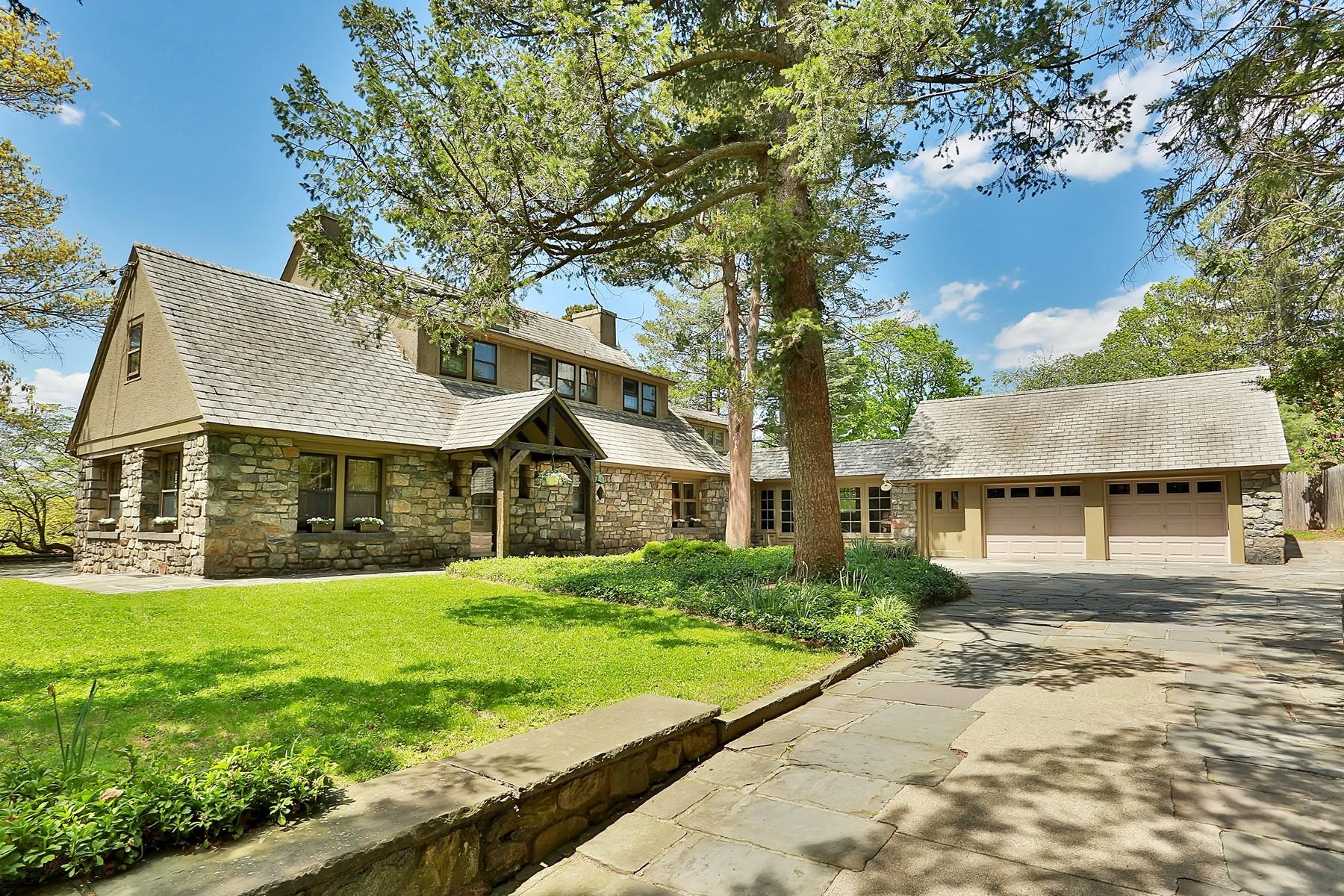 Частный односемейный дом для того Продажа на Field Stone Masterpiece 1450 Summit Avenue Peekskill, Нью-Йорк 10566 Соединенные Штаты