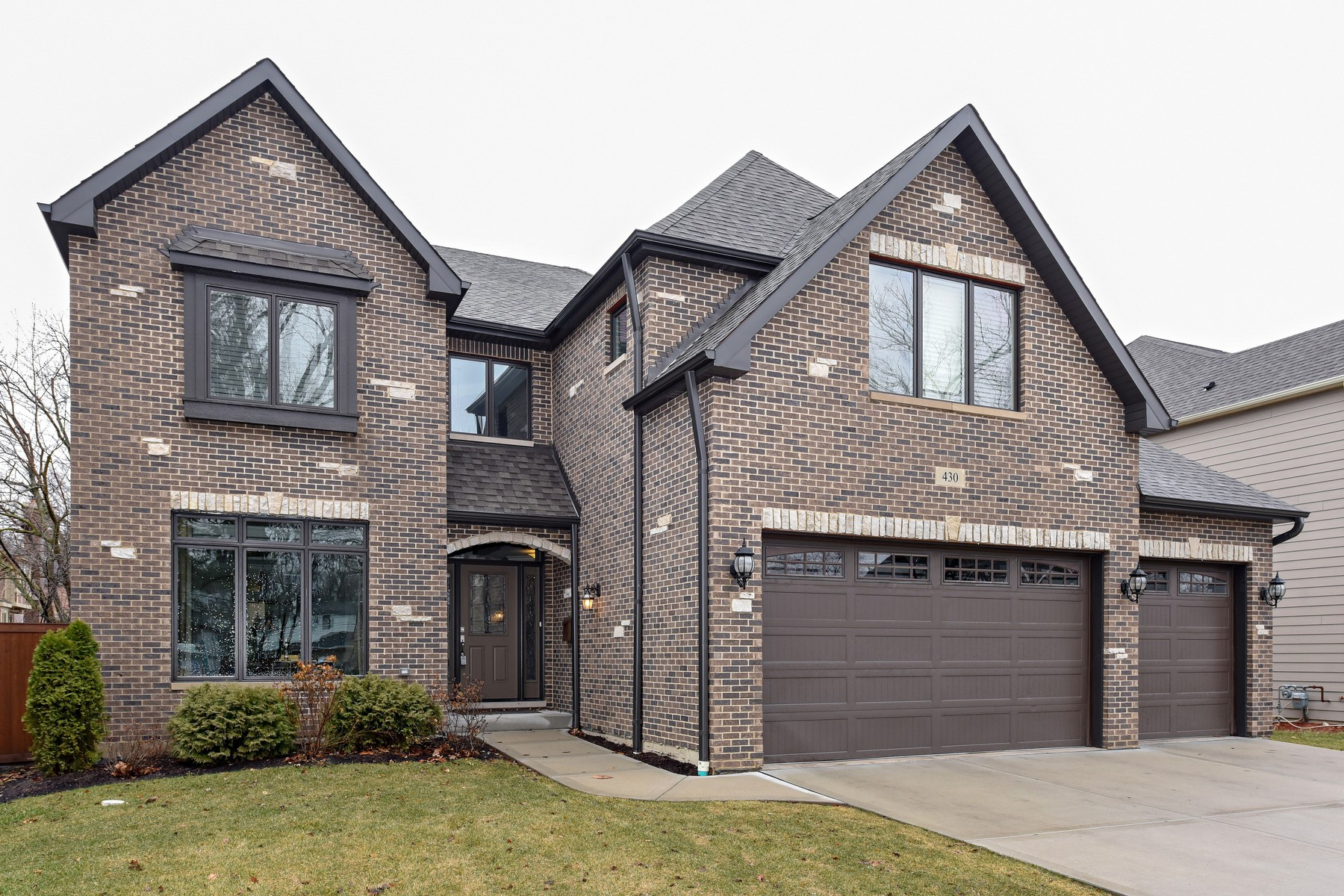 Maison unifamiliale pour l Vente à Beautiful Newer Construction 430 N Walnut Street, Elmhurst, Illinois, 60126 États-Unis