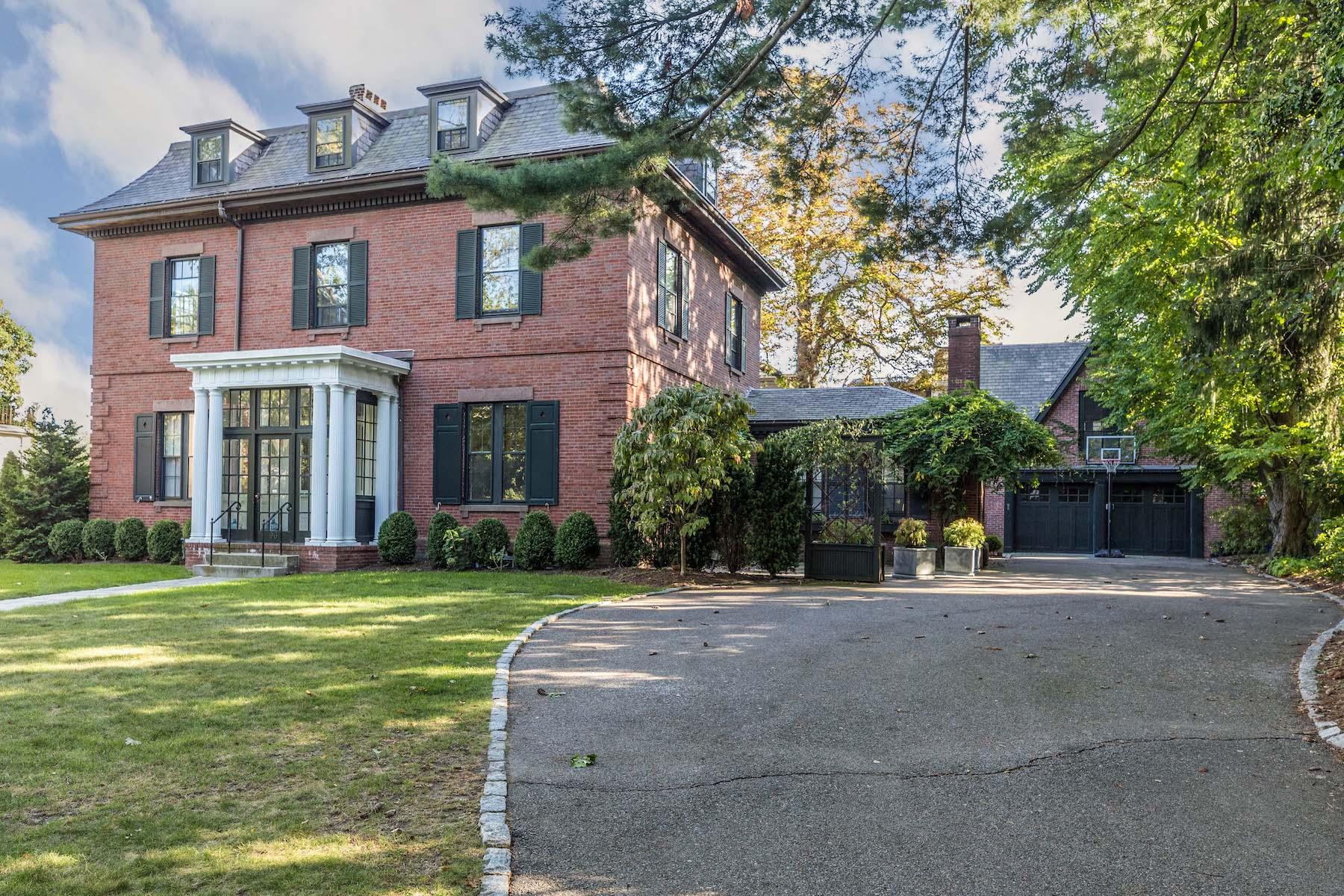Single Family Homes por un Venta en Beautiful Classic Brick Mansard-Style Home 96 Ivy St Brookline, Massachusetts 02446 Estados Unidos