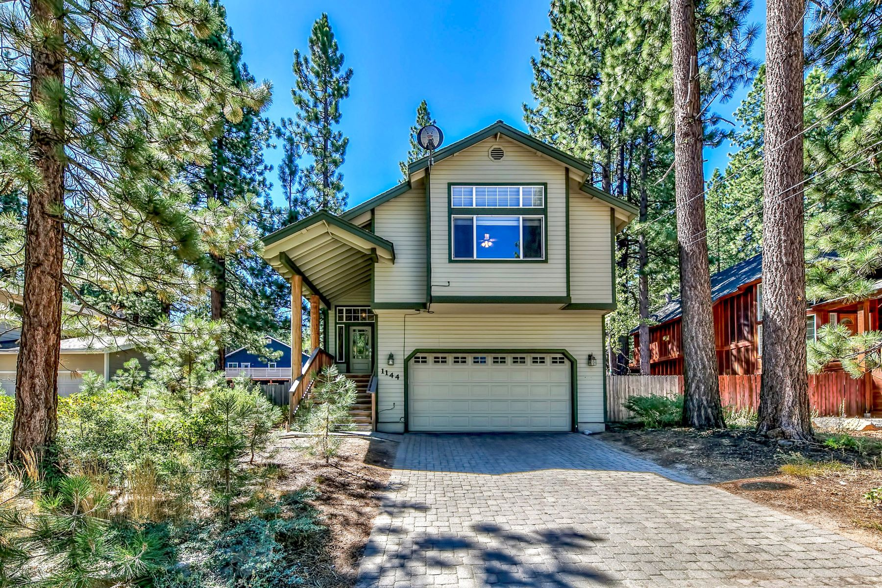 Single Family Homes for Active at 1144 Golden Bear Trail, South Lake Tahoe, CA 96150 1144 Golden Bear Trail South Lake Tahoe, California 96150 United States