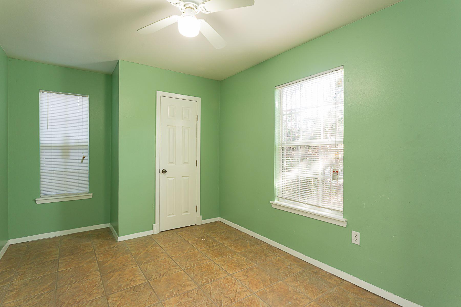дуплекс для того Аренда на Gullett Gardens Duplex 827 Gullett Street, Austin, Техас, 78702 Соединенные Штаты