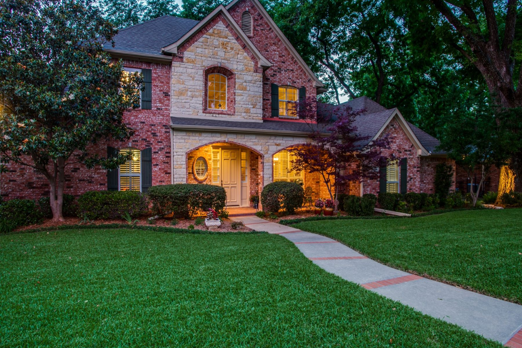 Single Family Homes for Sale at Custom Built Home in the Lake Community of Winners Circle 2001 Touch Gold Court Rowlett, Texas 75088 United States