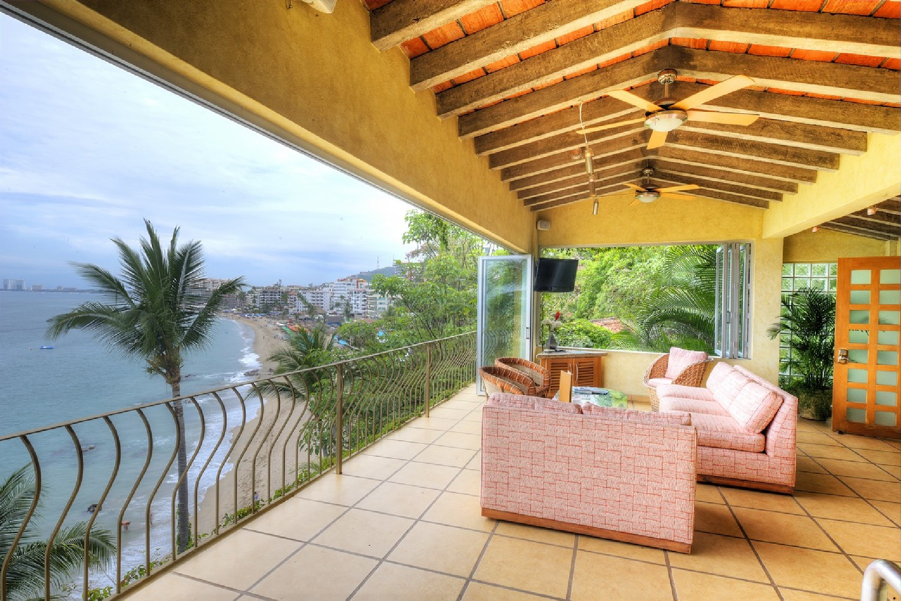 Additional photo for property listing at Villa Verano en Conchas Chinas Villa Verano en Conchas Chinas Santa Barbara 430 Puerto Vallarta, Jalisco 48399 Mexico