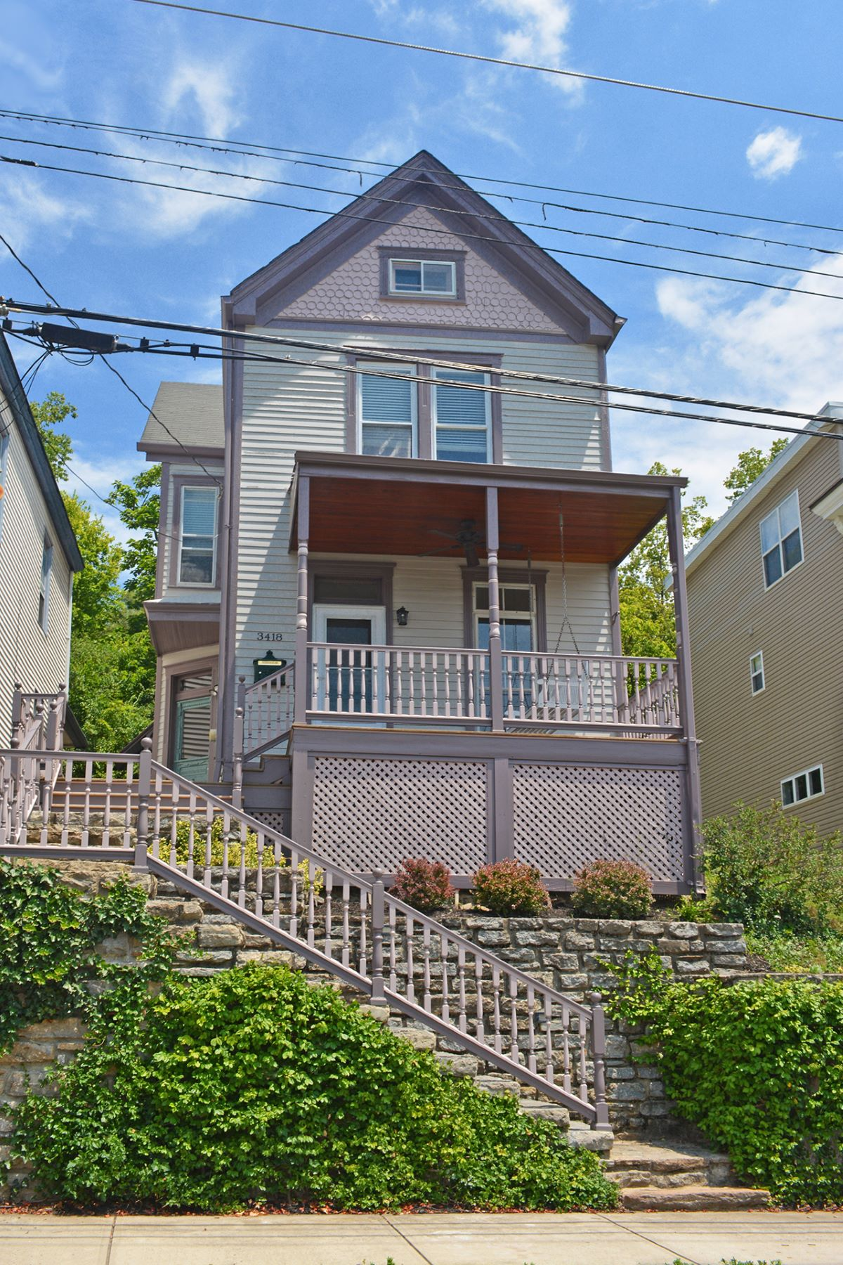 Casa Unifamiliar por un Venta en This 1883 Victorian is loaded with charm 3418 Walworth Ave Cincinnati, Ohio, 45226 Estados Unidos