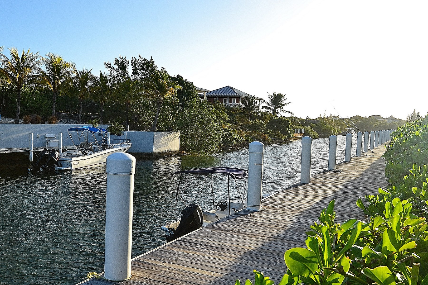 Additional photo for property listing at Seaflowers Townhome - Unit 1 Canalfront Turtle Cove, Providenciales TKCA 1ZZ Îles Turques Et Caïques