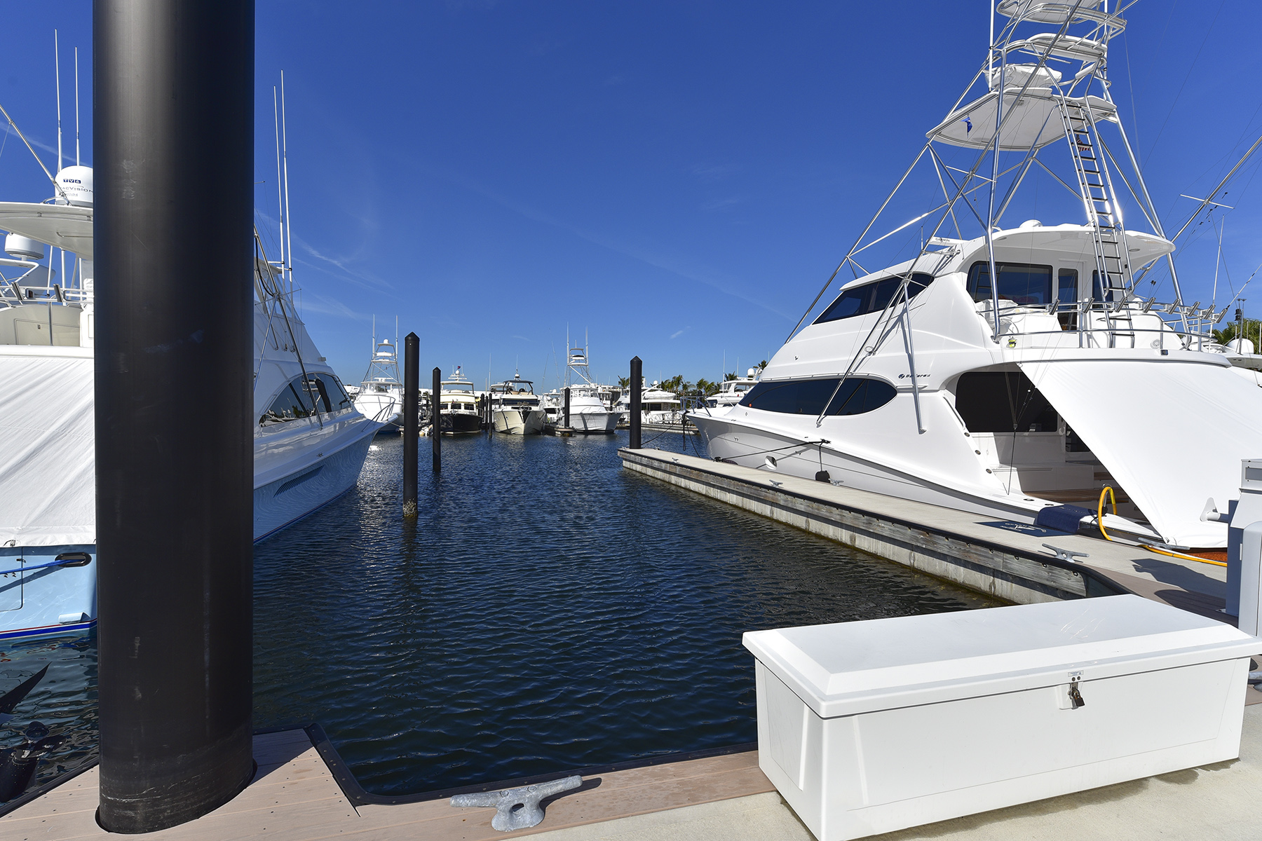 Additional photo for property listing at Ocean Reef Marina Offers Full Yacht Services 201 Ocean Reef Drive, ES-29 Key Largo, Florida 33037 Estados Unidos