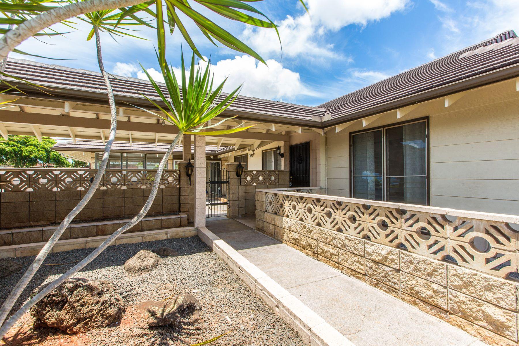独户住宅 为 销售 在 Remodeled Mililani 95-201 Kahiku Place Mililani, 夏威夷 96789 美国
