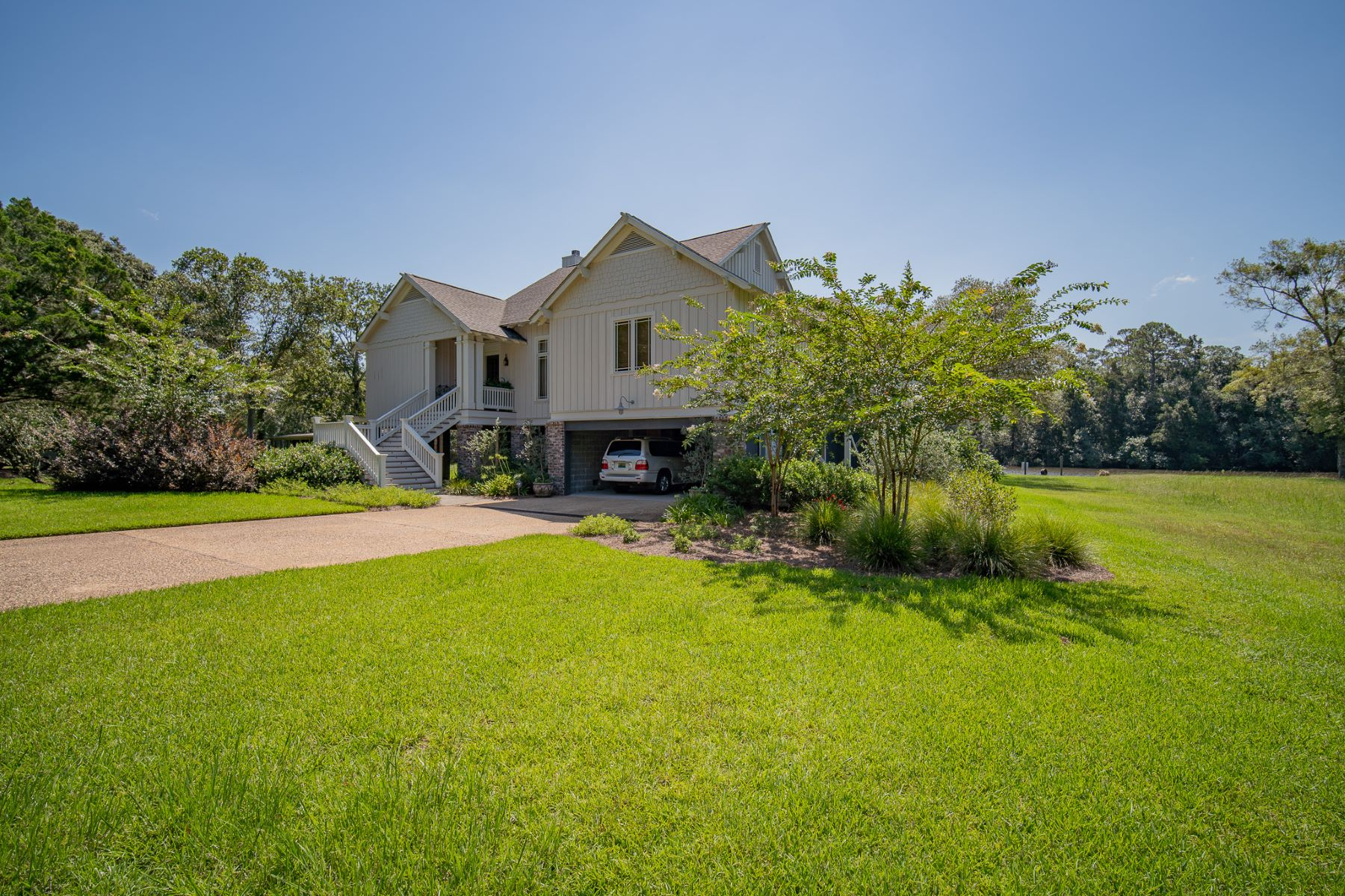 Single Family Homes por un Venta en 16950 River Drive (Fish River) 16950 River Drive Fairhope, Alabama 36532 Estados Unidos