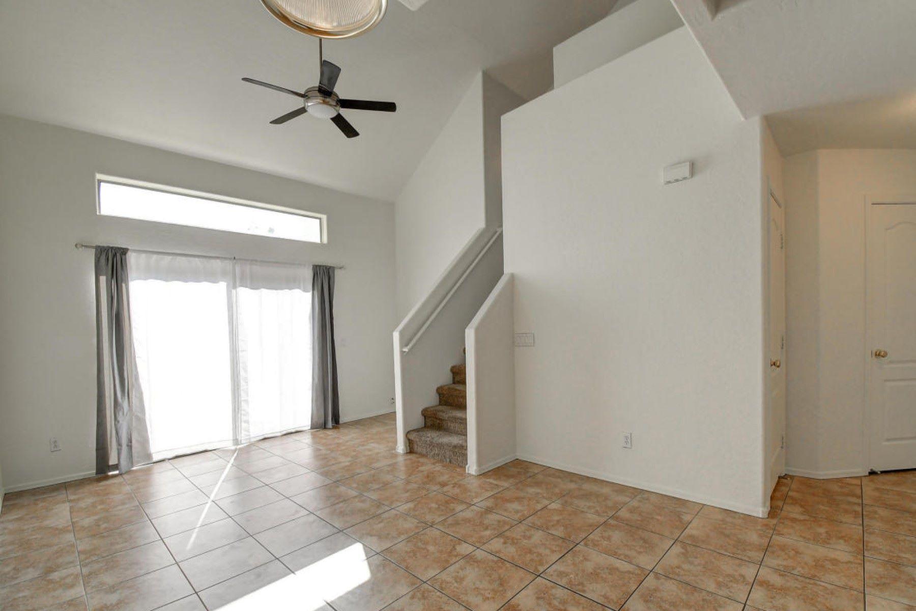 Maison accolée pour l à vendre à Nicely Maintained home in Gated complex 2027 E UNIVERSITY DR 107, Tempe, Arizona, 85281 États-Unis