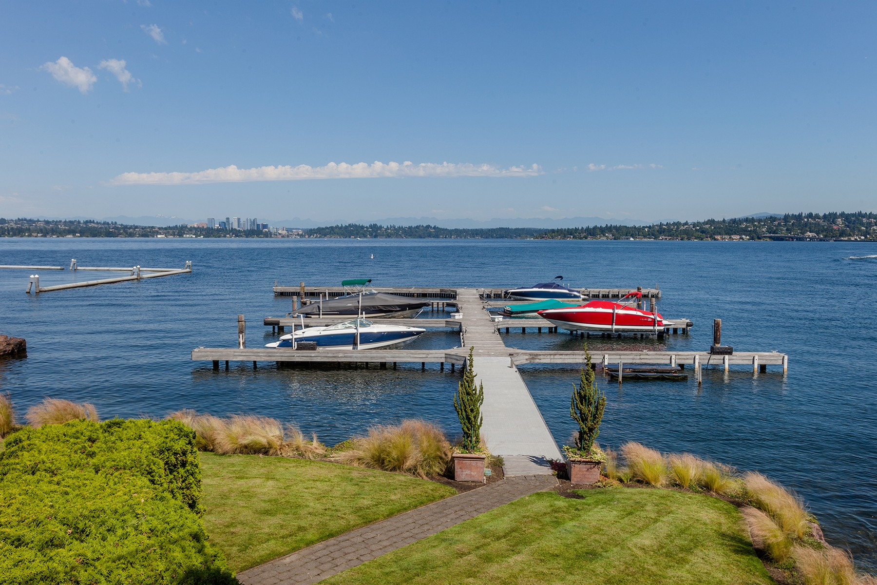 Condominium for Sale at Seattle Waterfront Condo Residence 302 Lakeside Ave S #101 Seattle, Washington 98112 United States