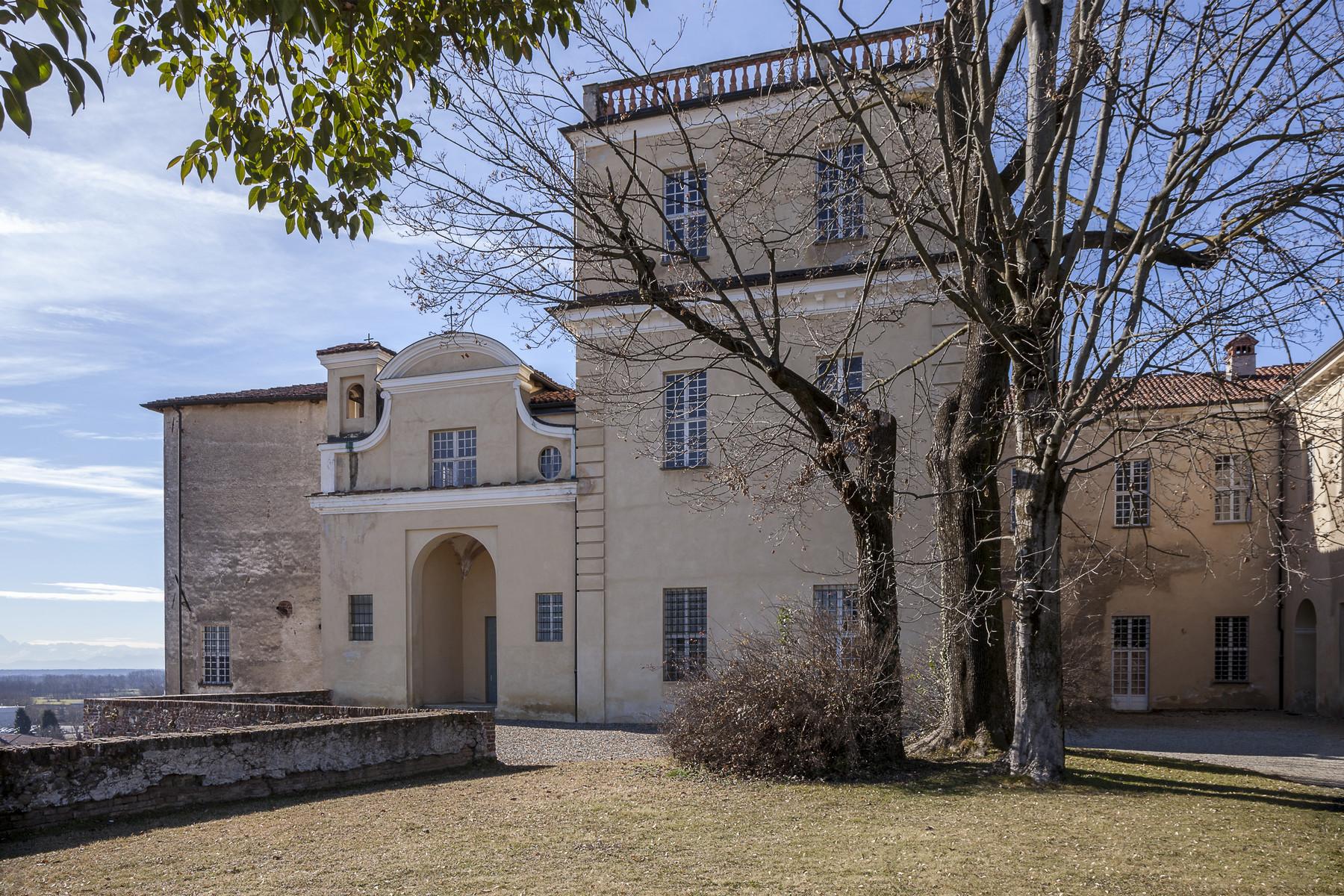 Additional photo for property listing at Majestic medieval castle in San Giorgio Canavese via Piave salita al castello San Giorgio Canavese, Turin 10090 Italien