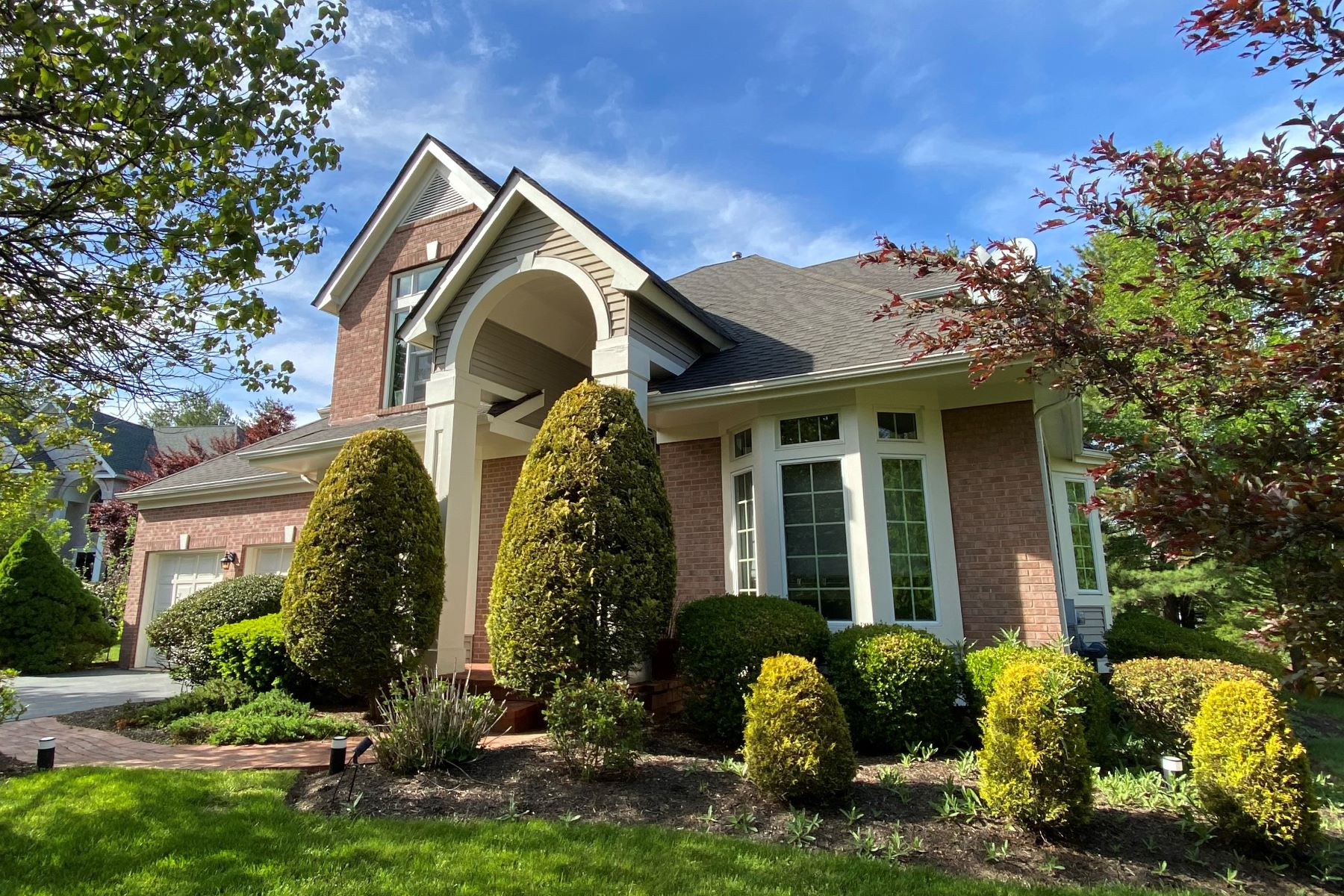 Single Family Homes for Rent at Spacious and Updated Colonial for Rent 30 Leicester Court, Princeton, New Jersey 08540 United States