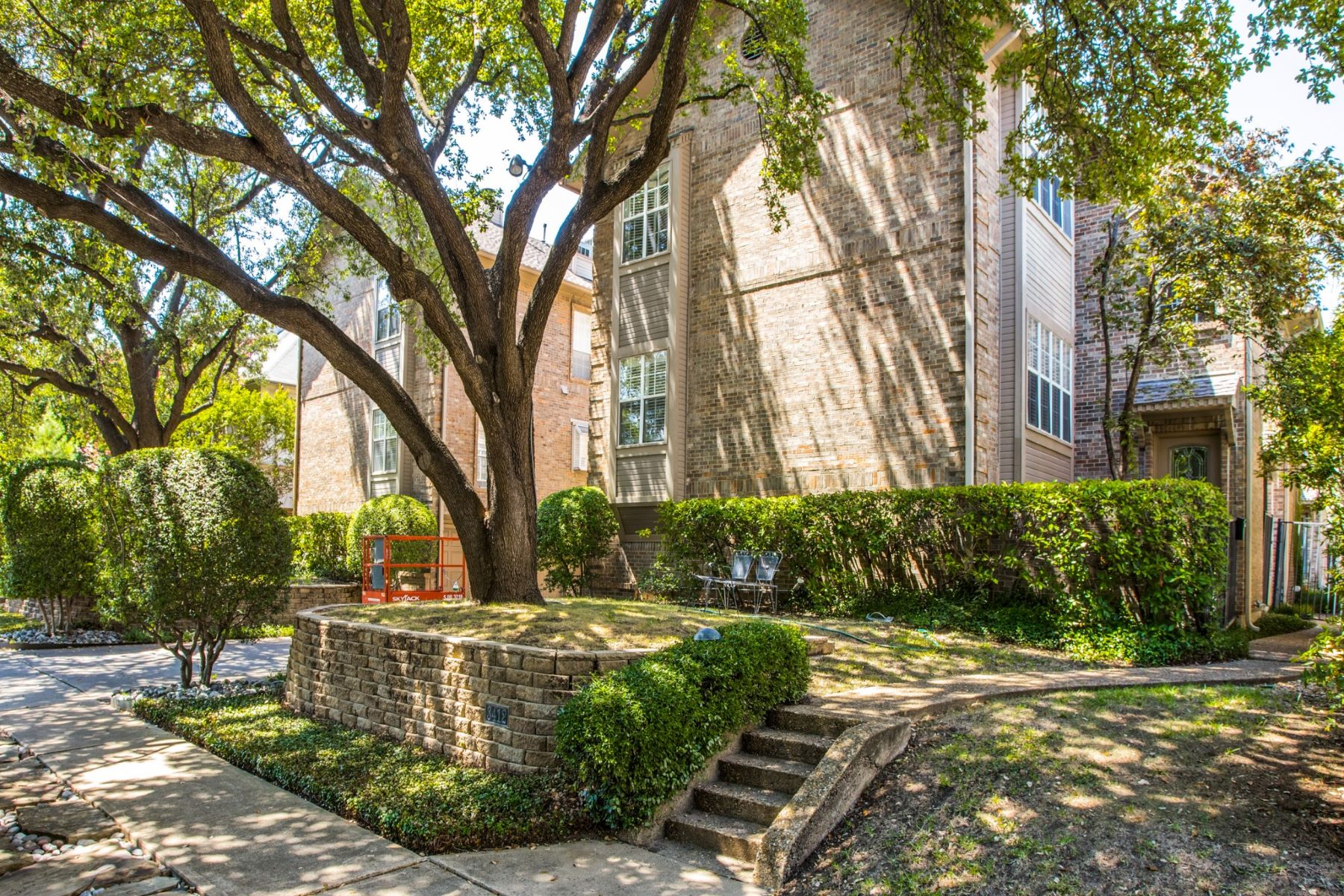 Condominiums for Active at University Park Condo 3412 B Potomac Avenue University Park, Texas 75205 United States