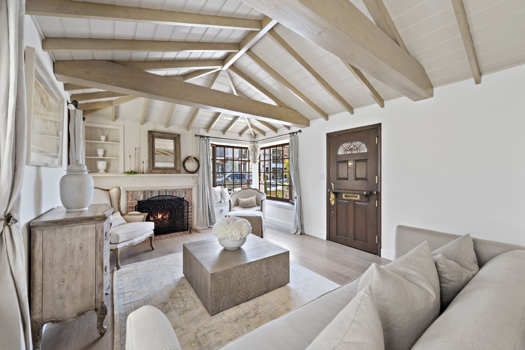 Single Family Homes for Active at 207 Emerald Avenue, Newport Beach, CA 92662 207 Emerald Ave Newport Beach, California 92662 United States