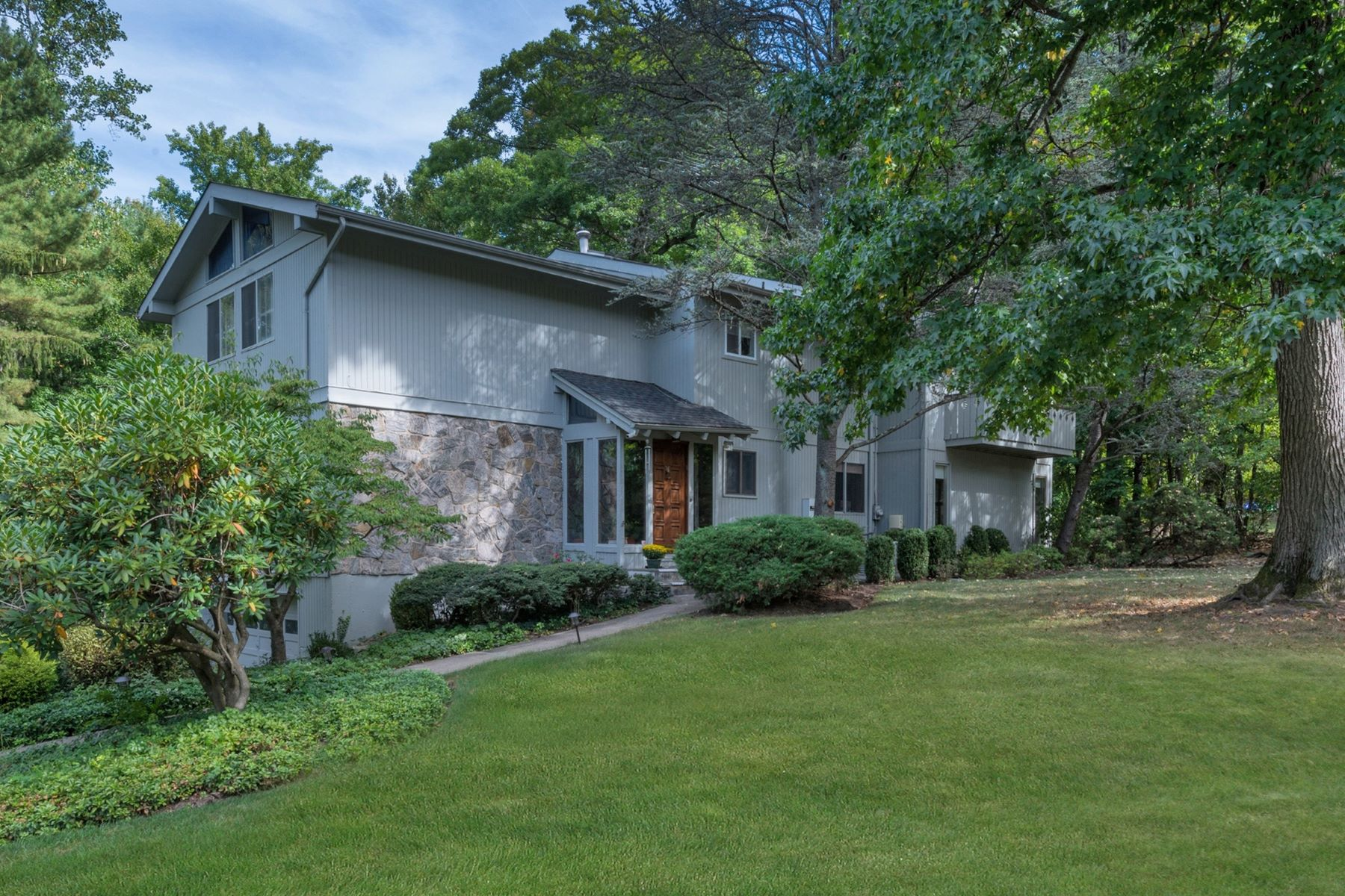 Vivienda unifamiliar por un Venta en Home in the Woods 2A Century Road Palisades, Nueva York, 10964 Estados Unidos