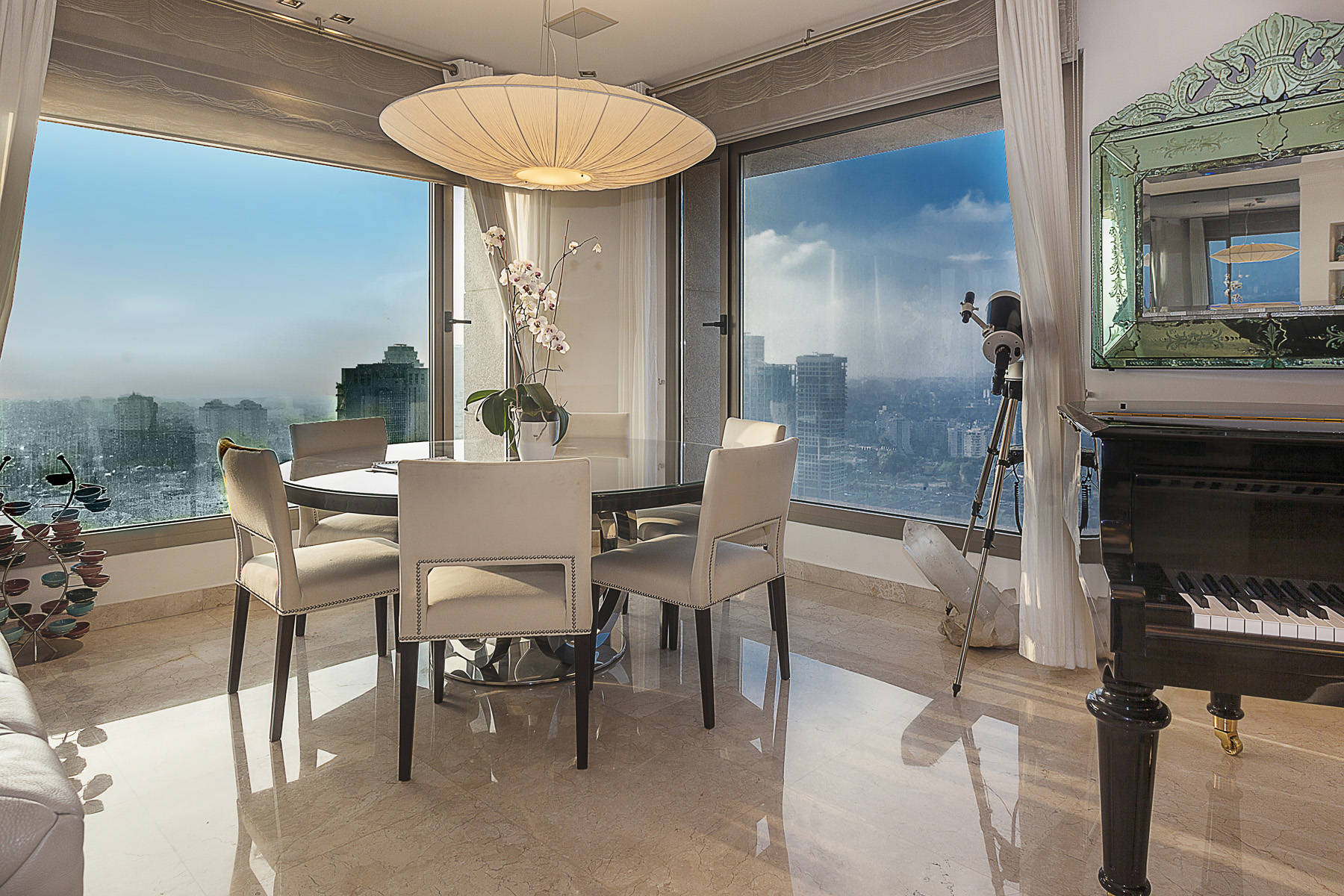 Additional photo for property listing at Refined Luxury Apartment in Leonardo City Tower 拉马特甘, 以色列 以色列
