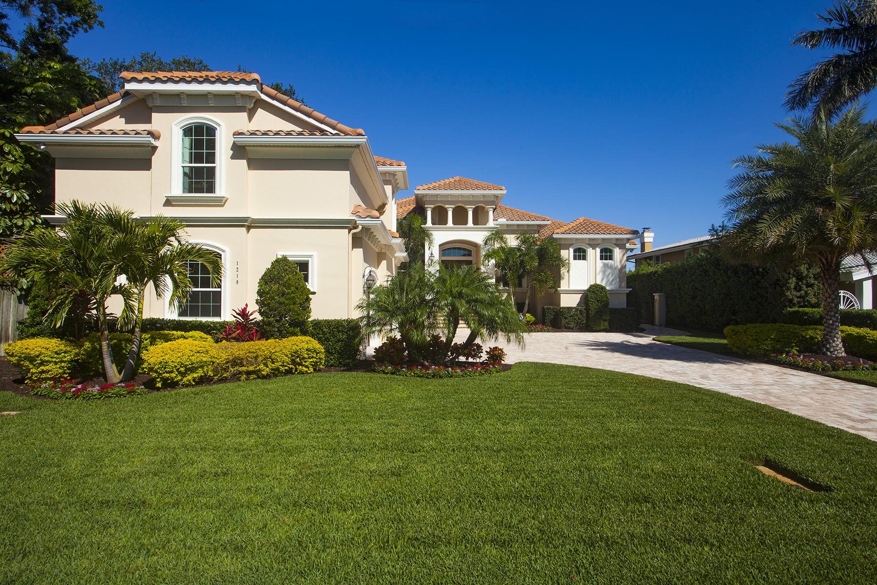 Vivienda unifamiliar por un Venta en SNELL ISLE 1210 Monterey Blvd NE St. Petersburg, Florida 33704 Estados Unidos