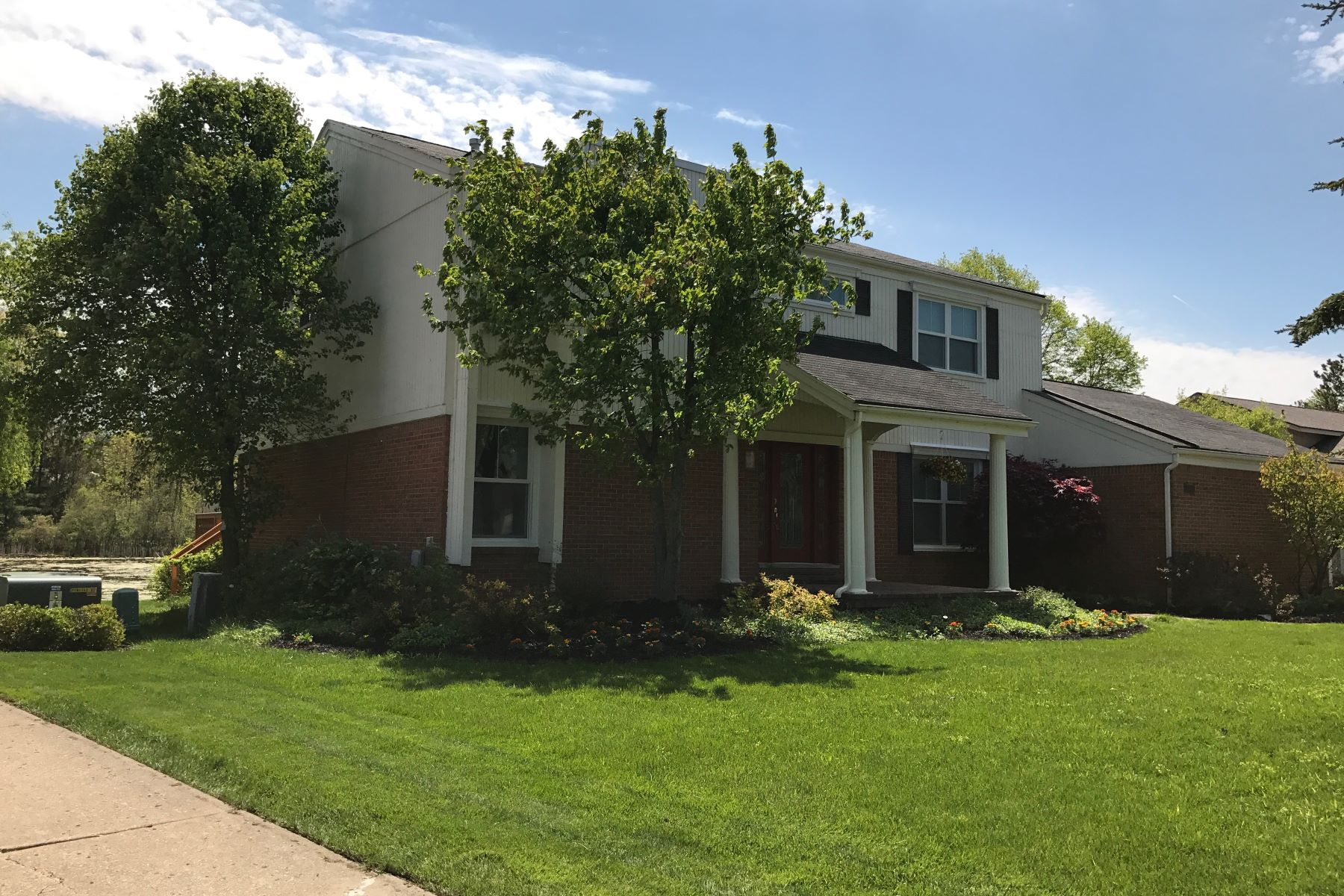 Single Family Home for Sale at West Bloomfield Township 2957 Brentwood Road West Bloomfield, Michigan, 48323 United States