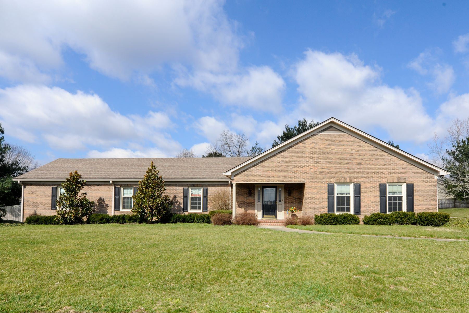Single Family Home for Sale at 303 Baker Court 303 Baker Court Winchester, Kentucky 40391 United States