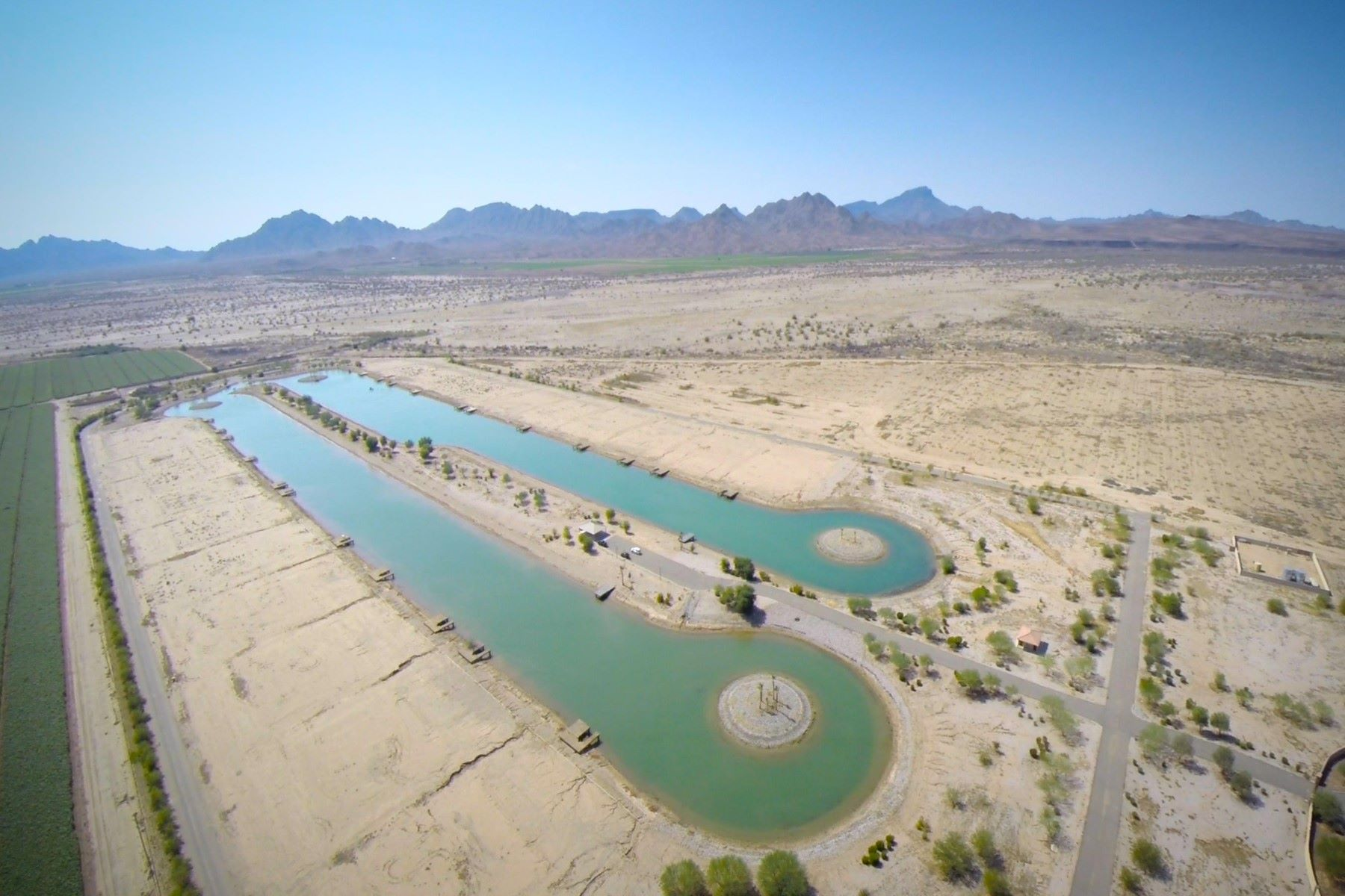أراضي للـ Sale في Make your water ski dreams come true at a very affordable price on one acre lot 26224 S Spring Mountain Trl 6, Arlington, Arizona, 85322 United States