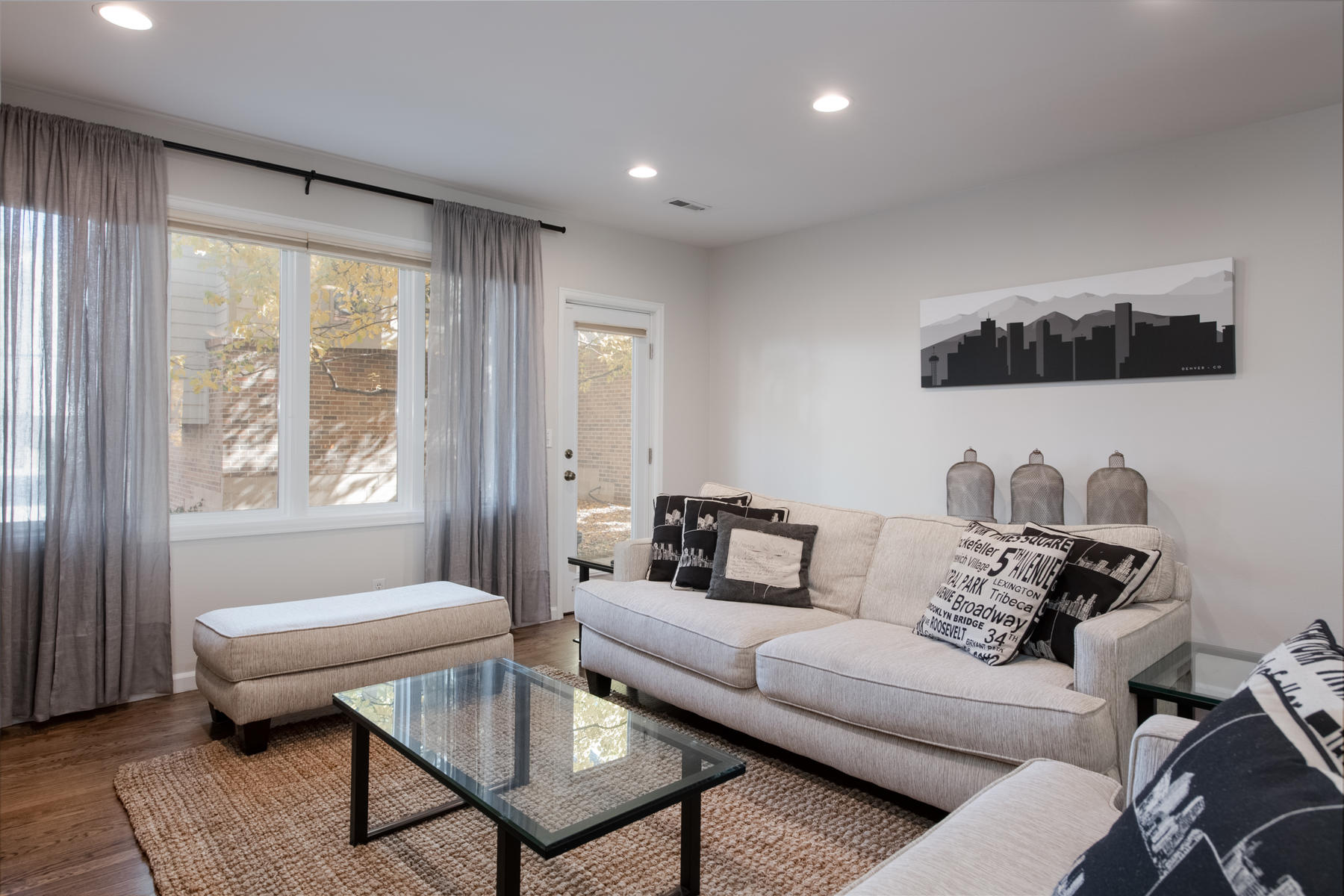 Additional photo for property listing at Striking Town Home In Cherry Creek Is Truly A Must See! 160 S Jackson St Denver, Colorado 80209 United States