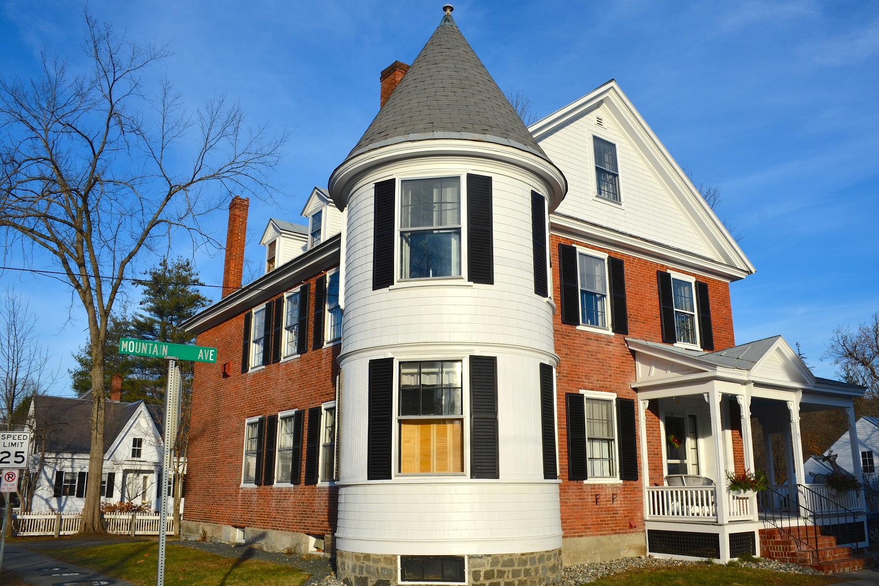 Appartement en copropriété pour l à vendre à Ground Floor Condo in Historic Home 5 Mountain Avenue Unit #1, Woodstock, Vermont, 05091 États-Unis